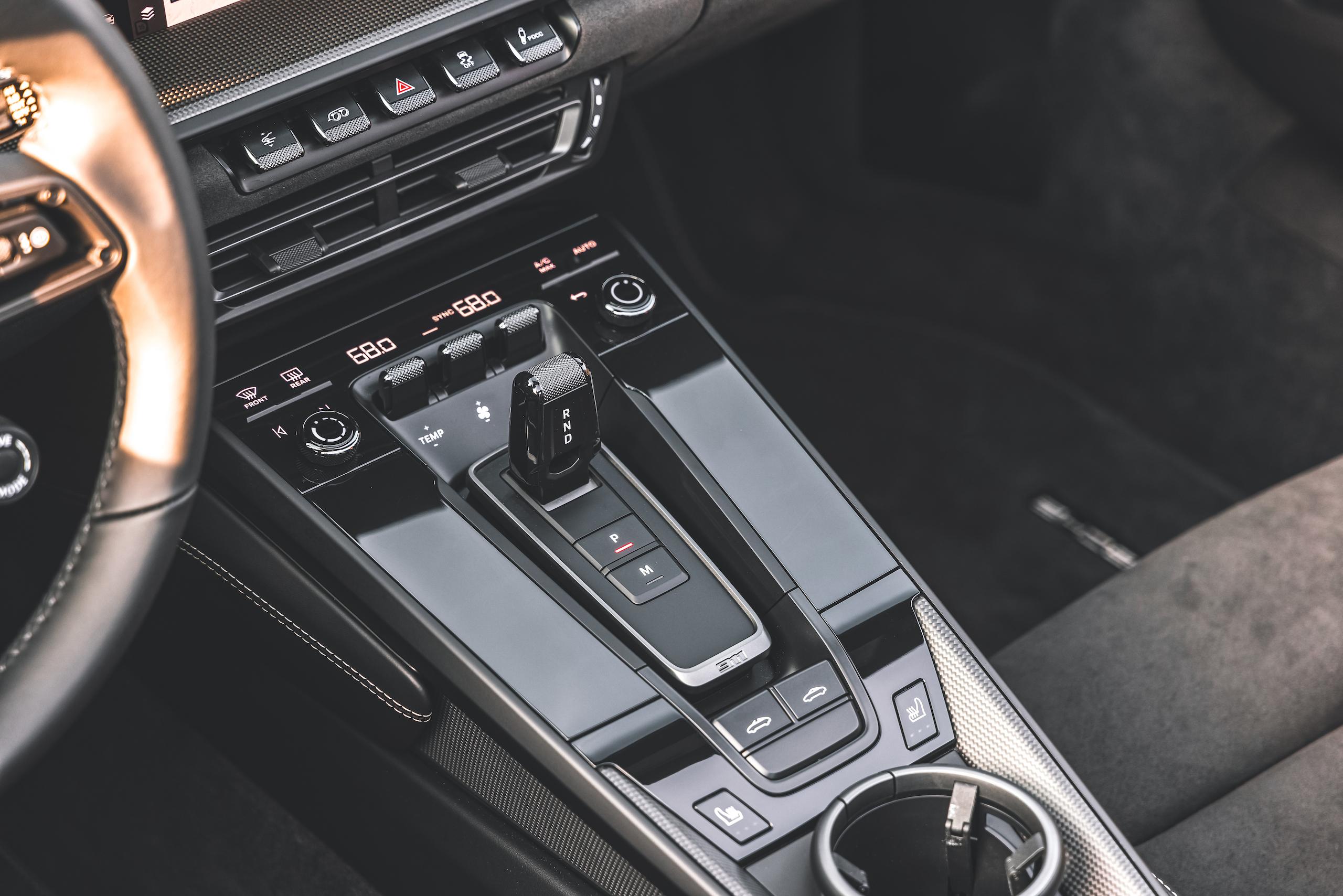 Porsche 911 Targa 4 GTS interior center console