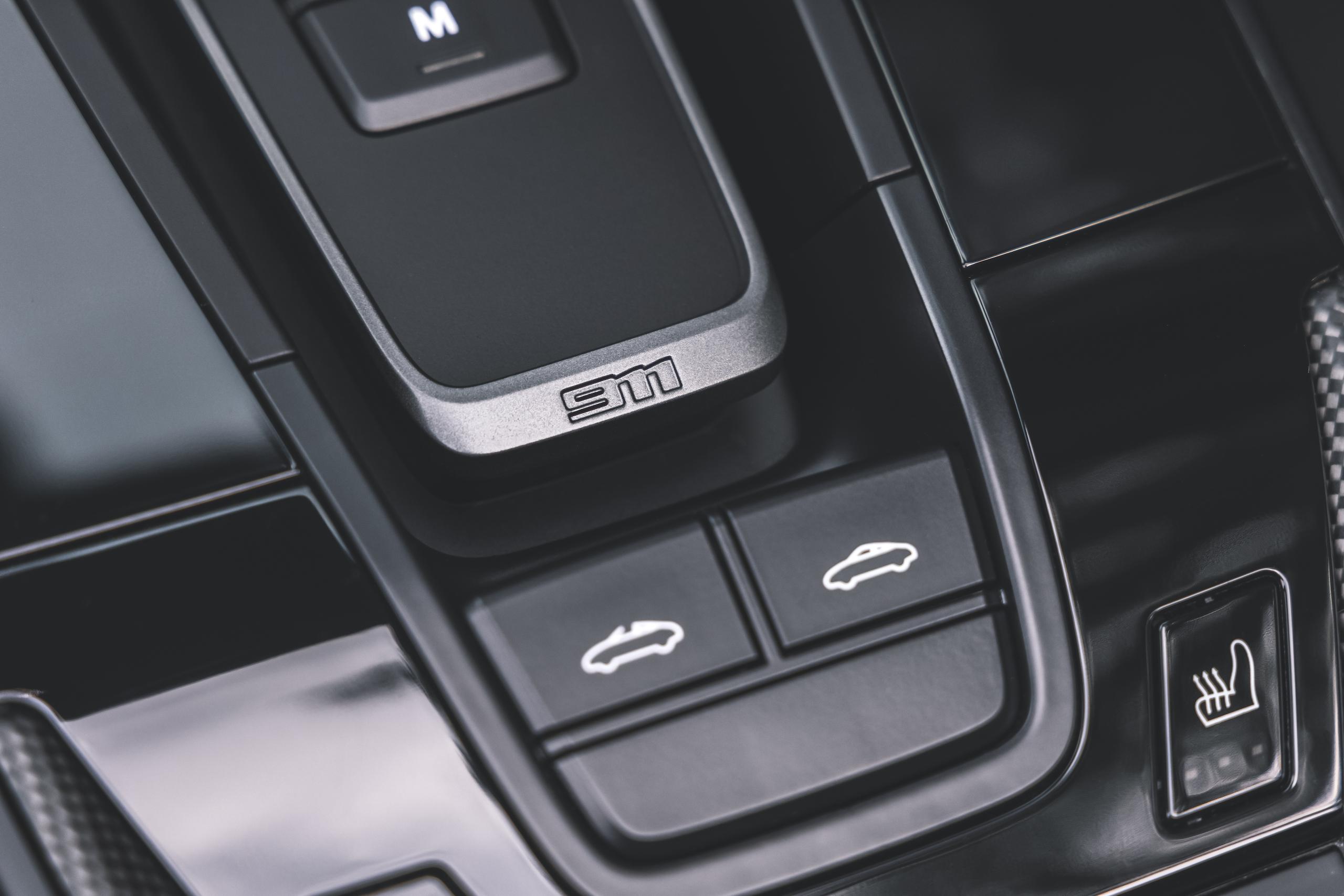 Porsche 911 Targa 4 GTS interior top controls