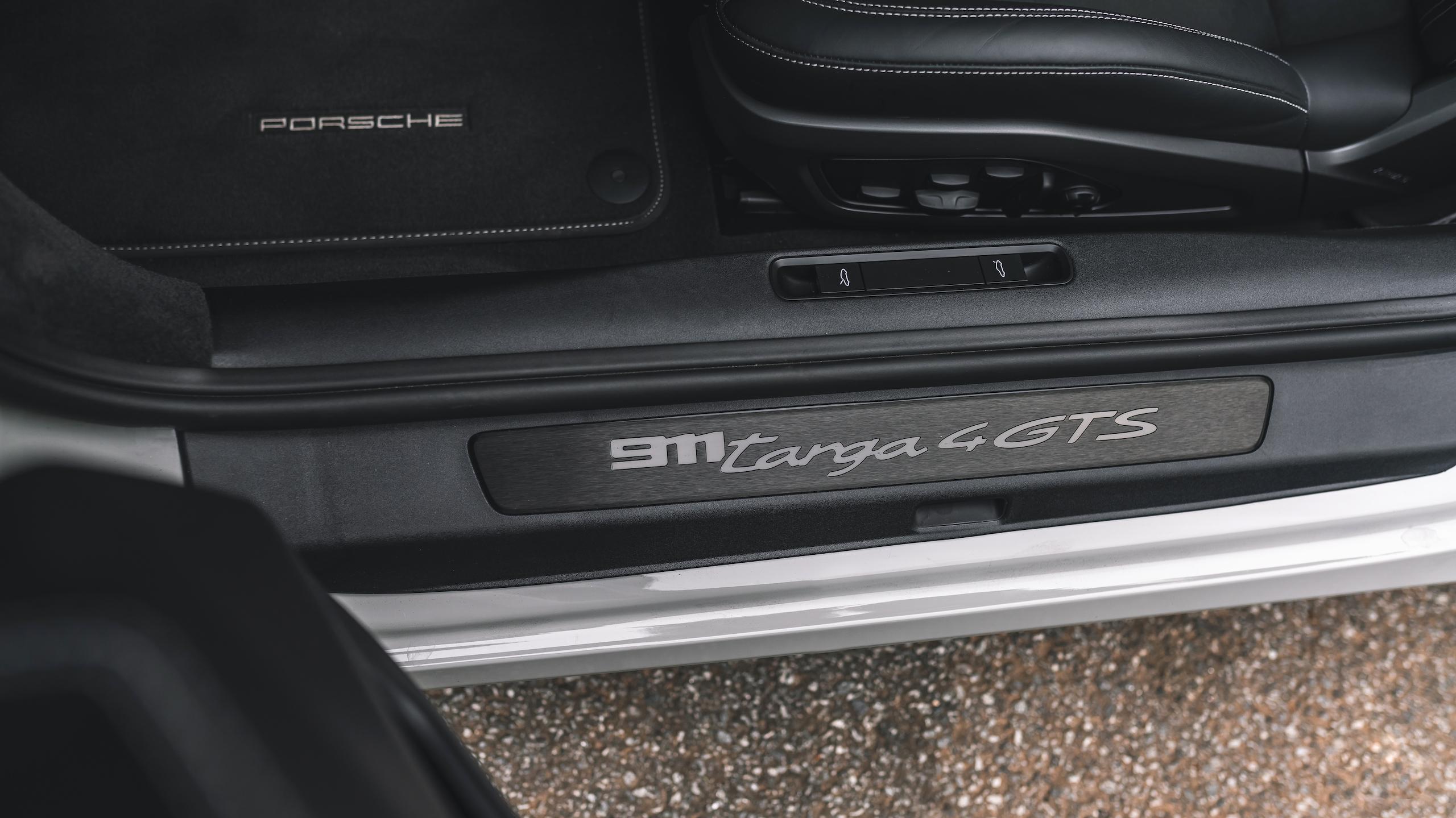 Porsche 911 Targa 4 GTS sill plate