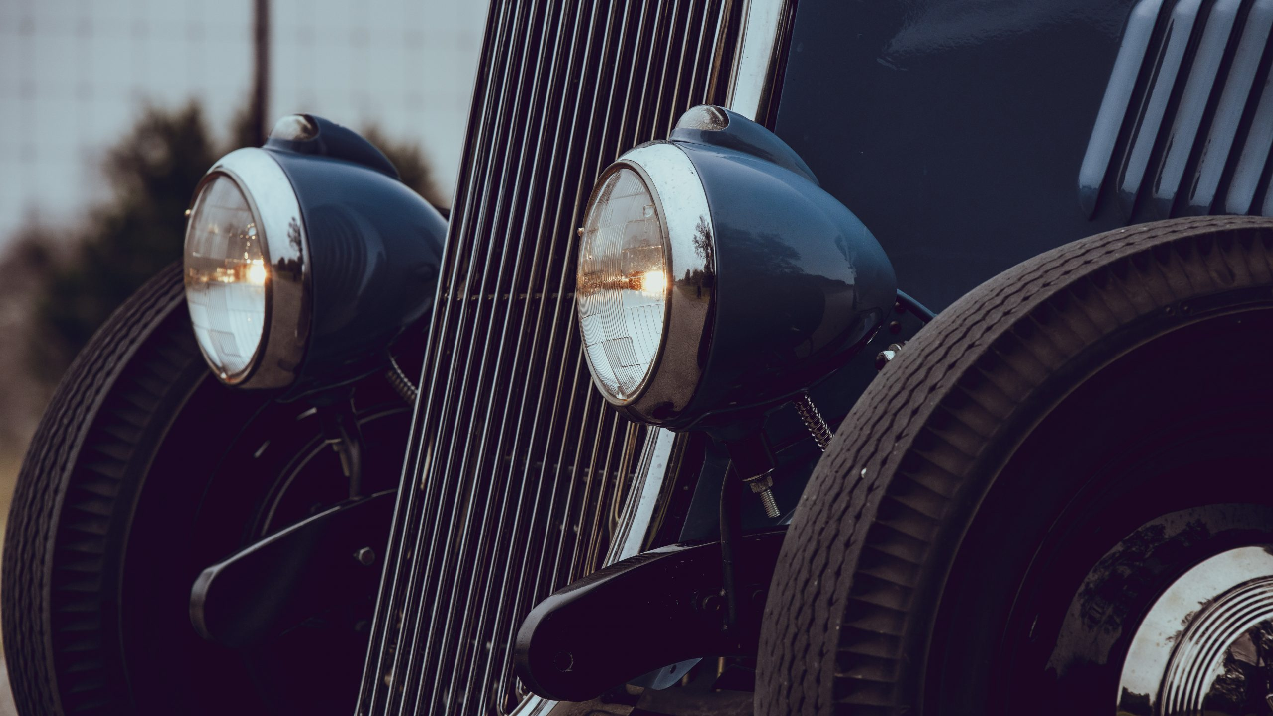 1933 Ford Coupe headlight detail