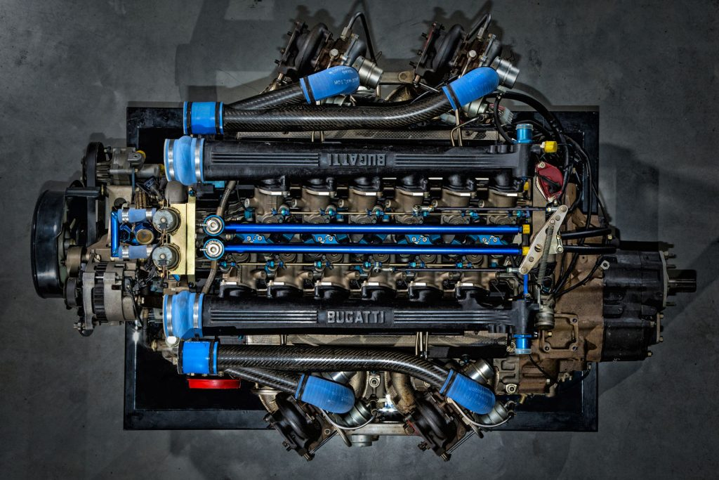 Bugatti eb110s-enginetop