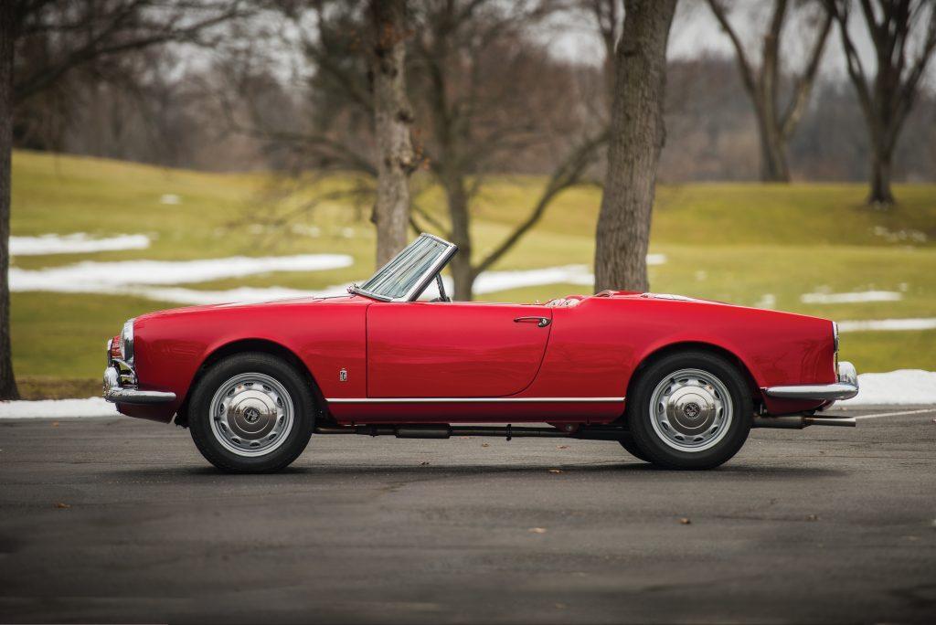 1959 Alfa Romeo Giulietta Spider side profile
