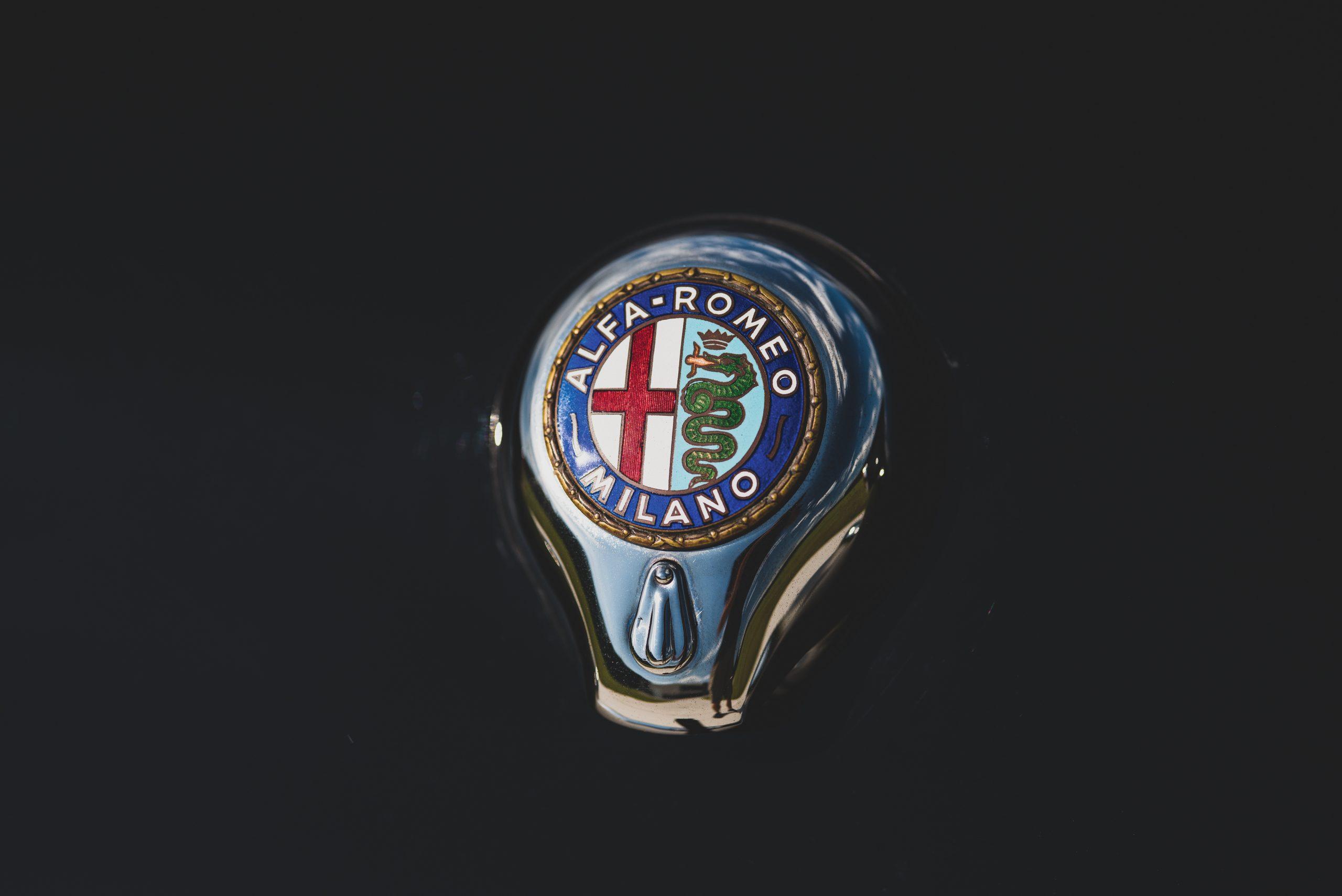 1959 Alfa Romeo Giulietta Spider logo badge