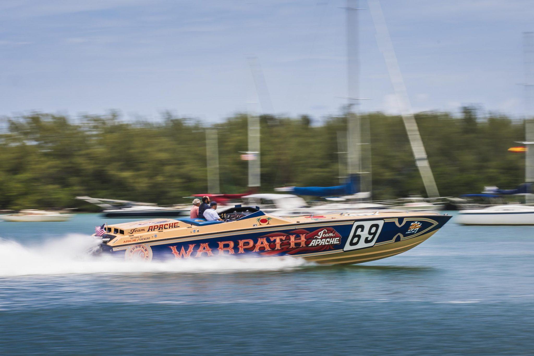 1984 Apache Offshore Powerboat Warpath running