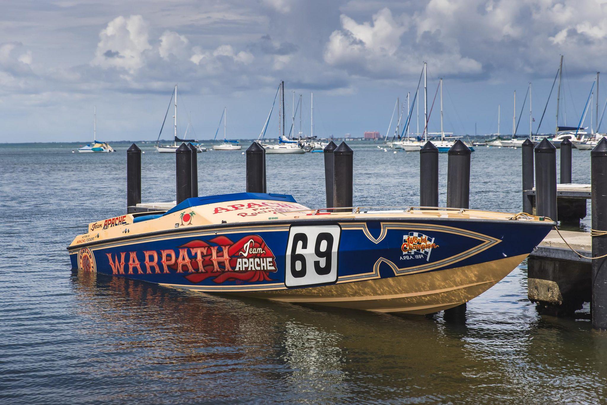 1984 Apache Offshore Powerboat Warpath front three-quarter