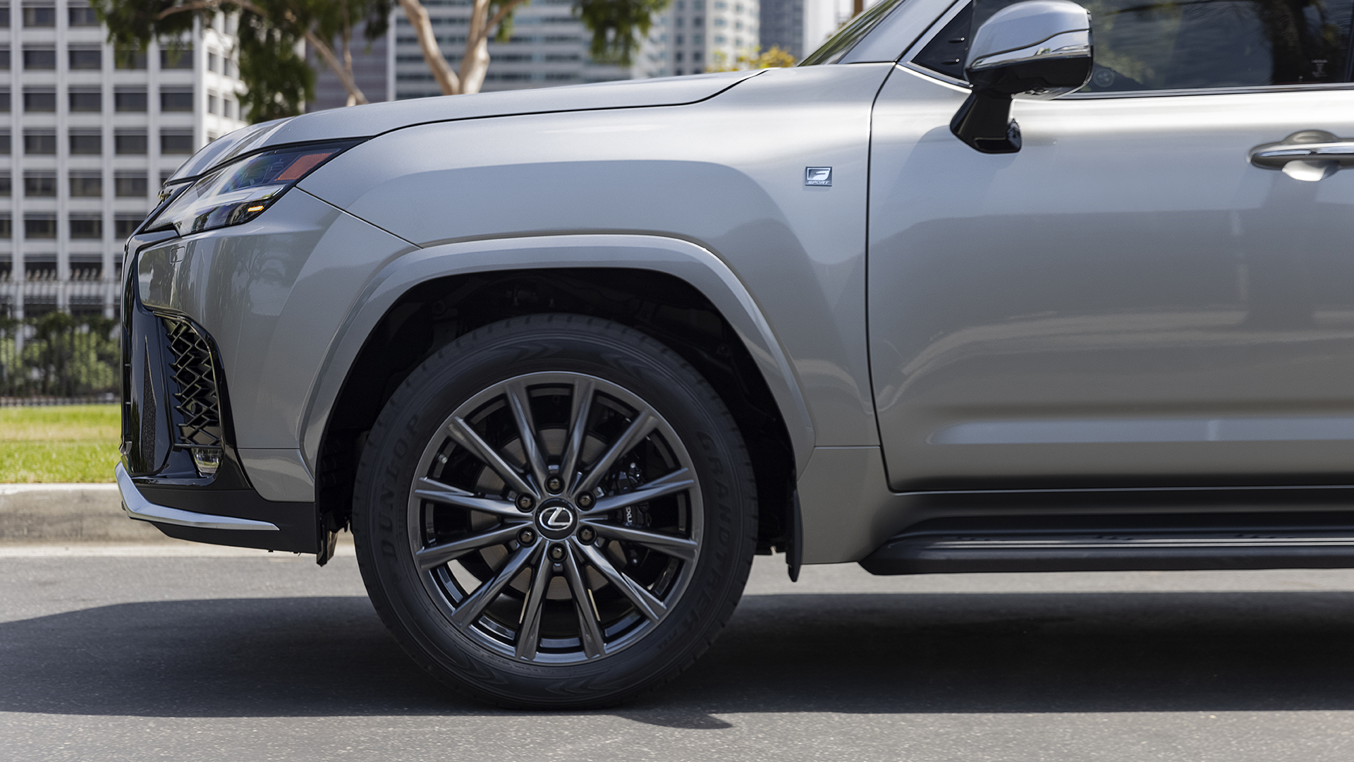 2022 Lexus LX 600 front quarter side profile