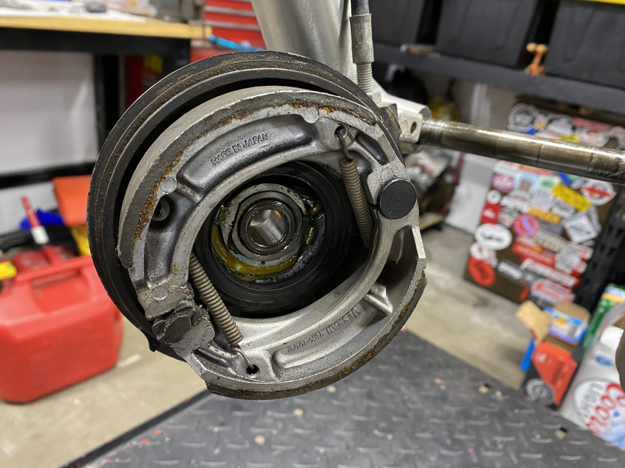 XR200 drum brake