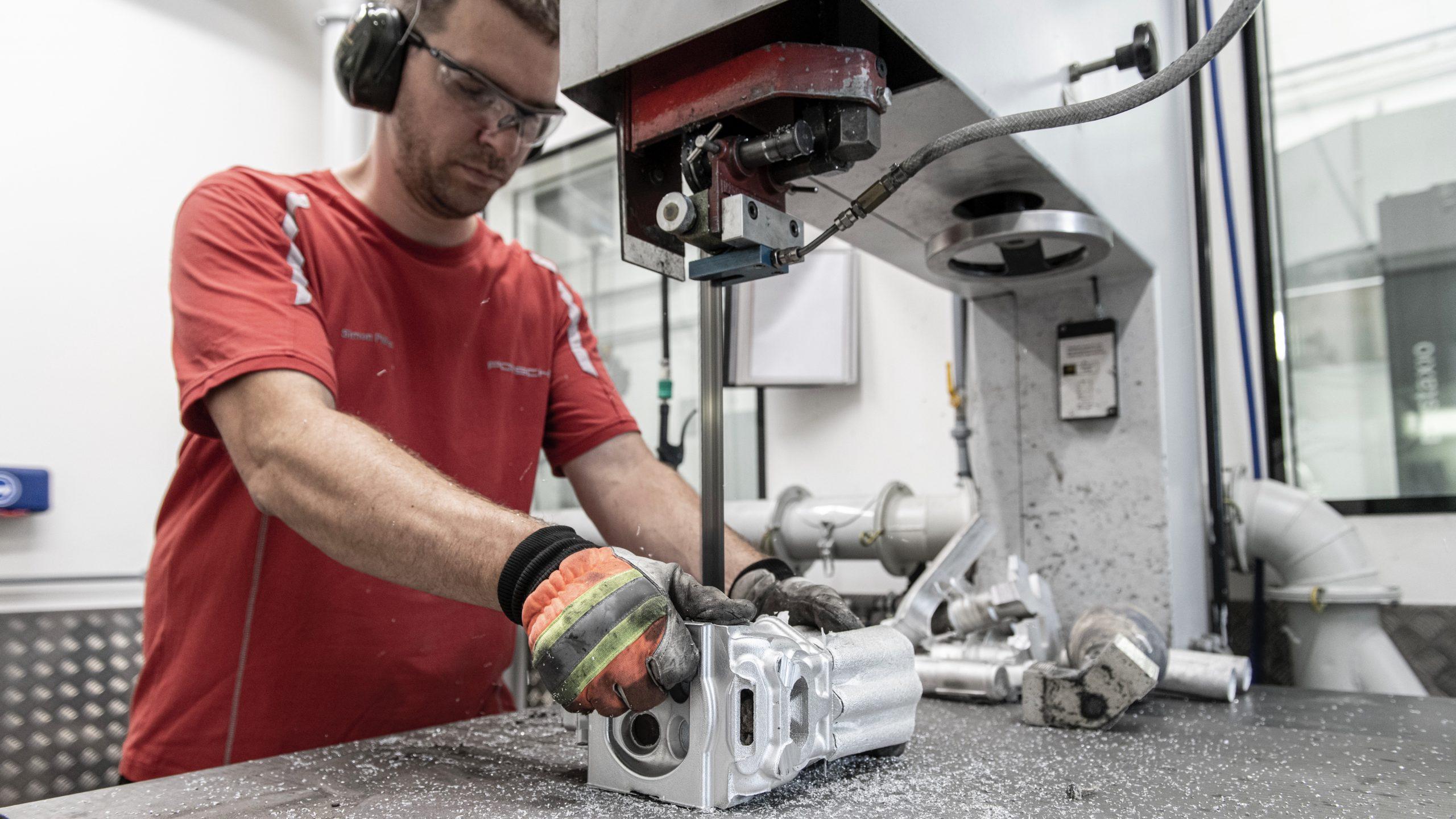 Porsche 962 C restoration process part production