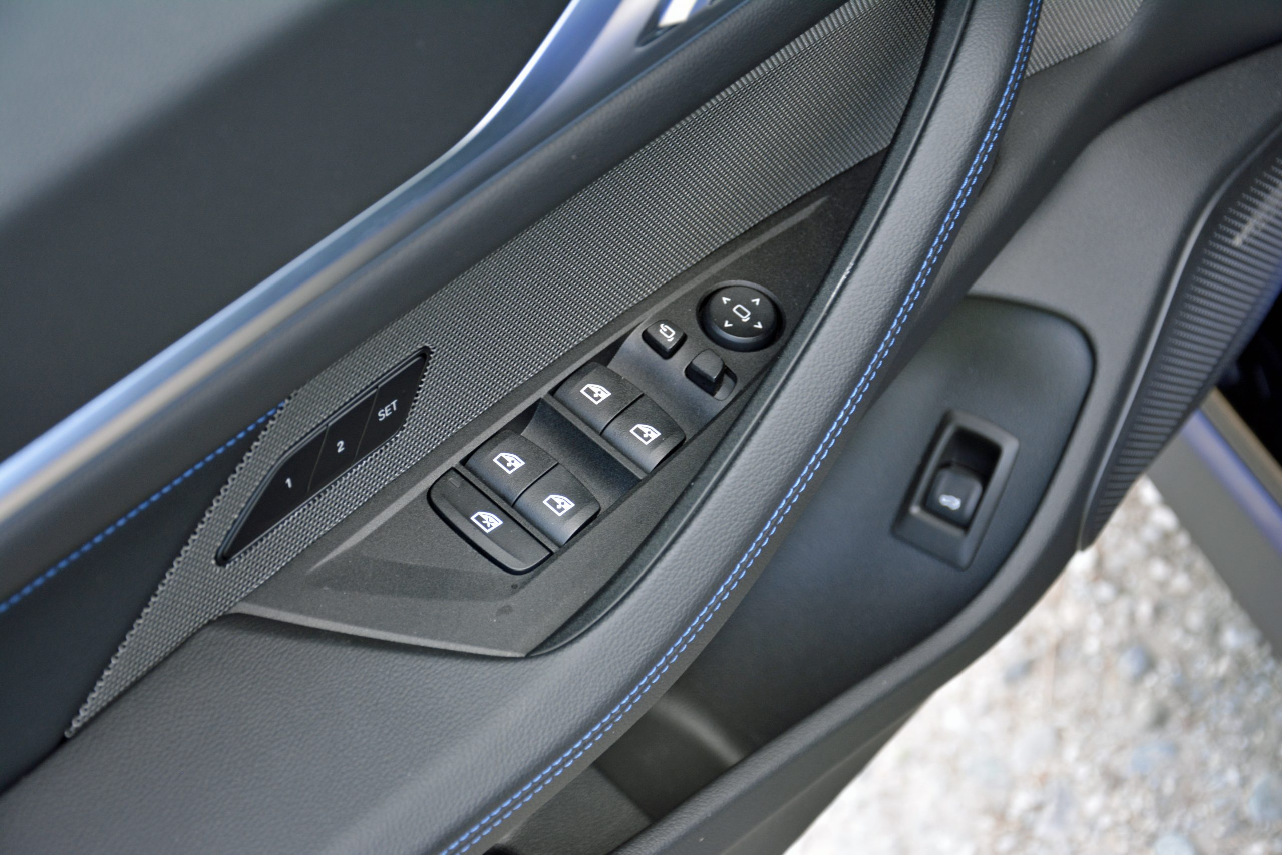 2022 BMW i4 M50 interior door panel controls