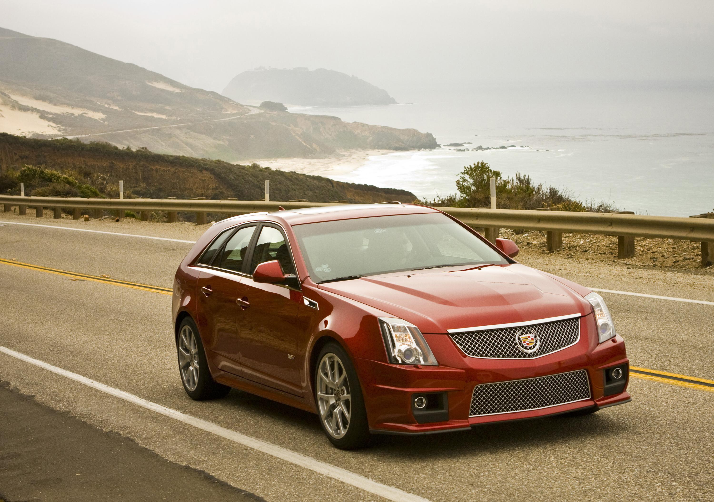 2014 Cadillac CTS-V Wagon front 3/4
