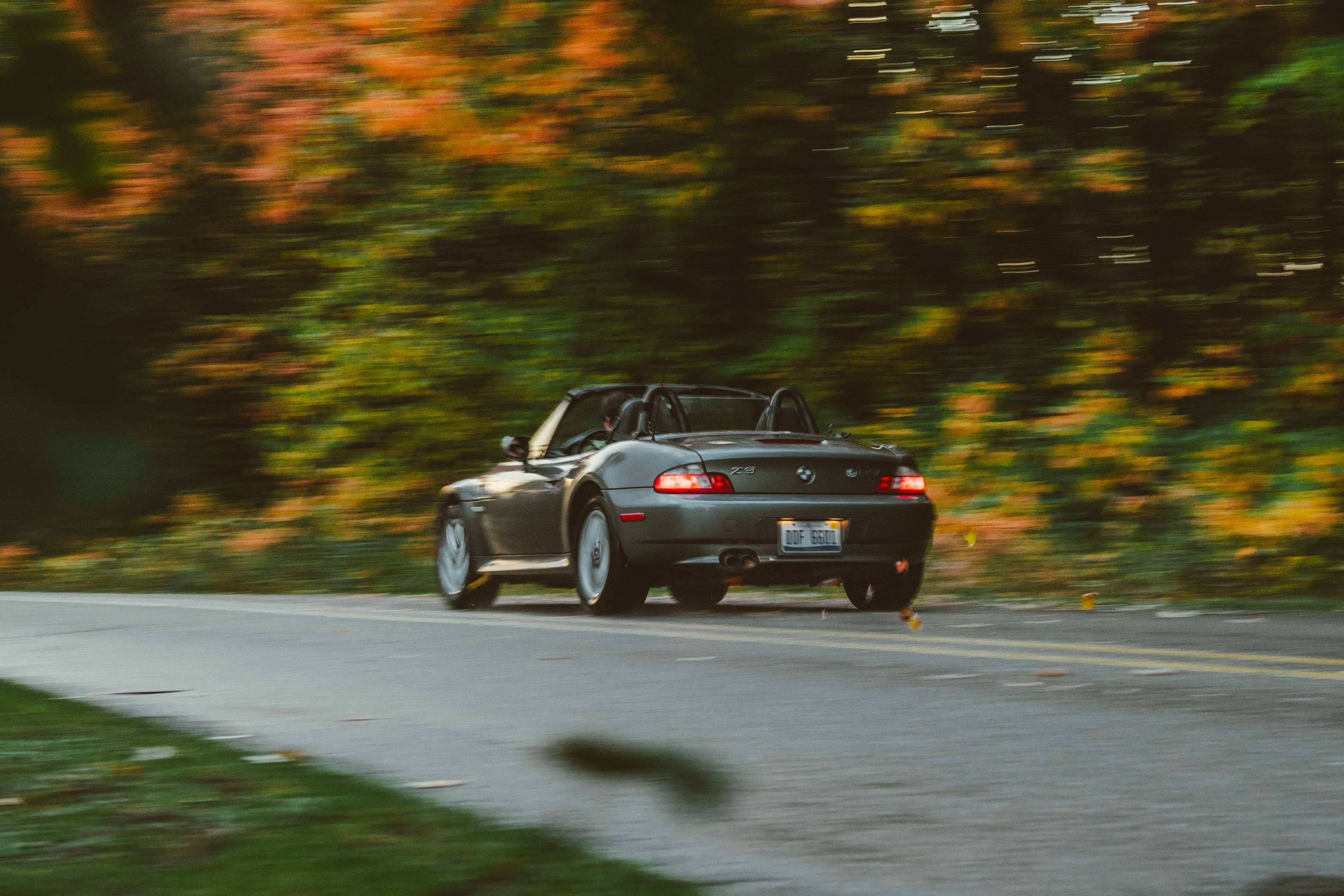2001 BMW Z3 2.5i driving by