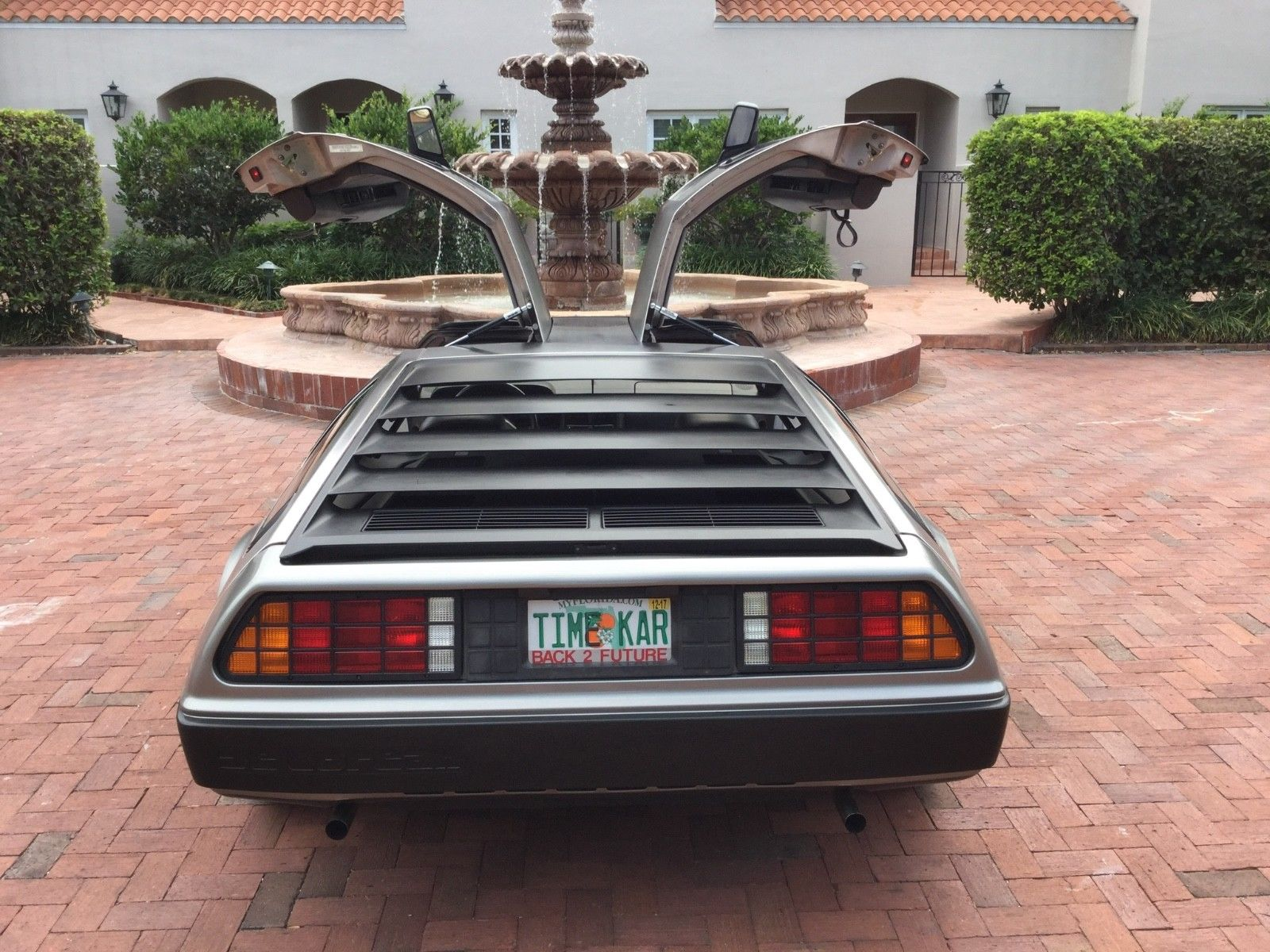 1981 DeLorean DMC-12 rear