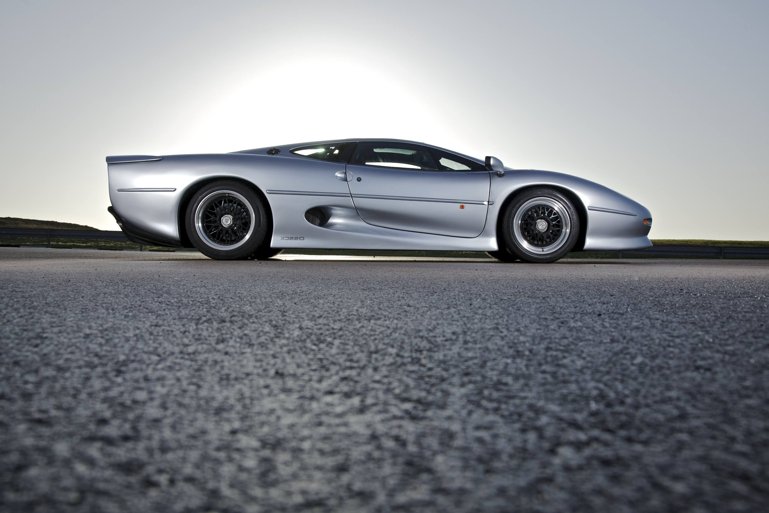 Jaguar XJ220 profile