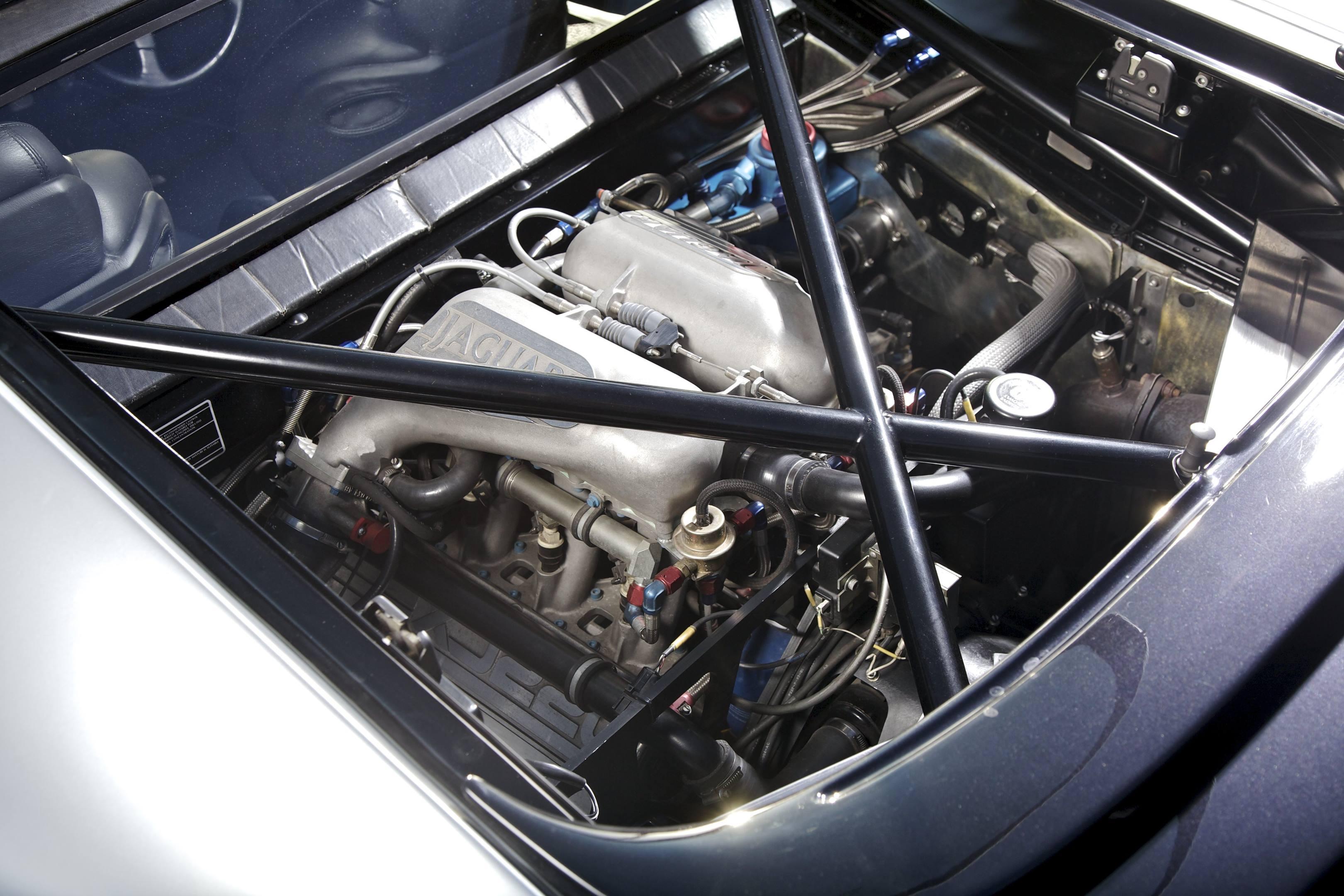 Jaguar XJ220 engine