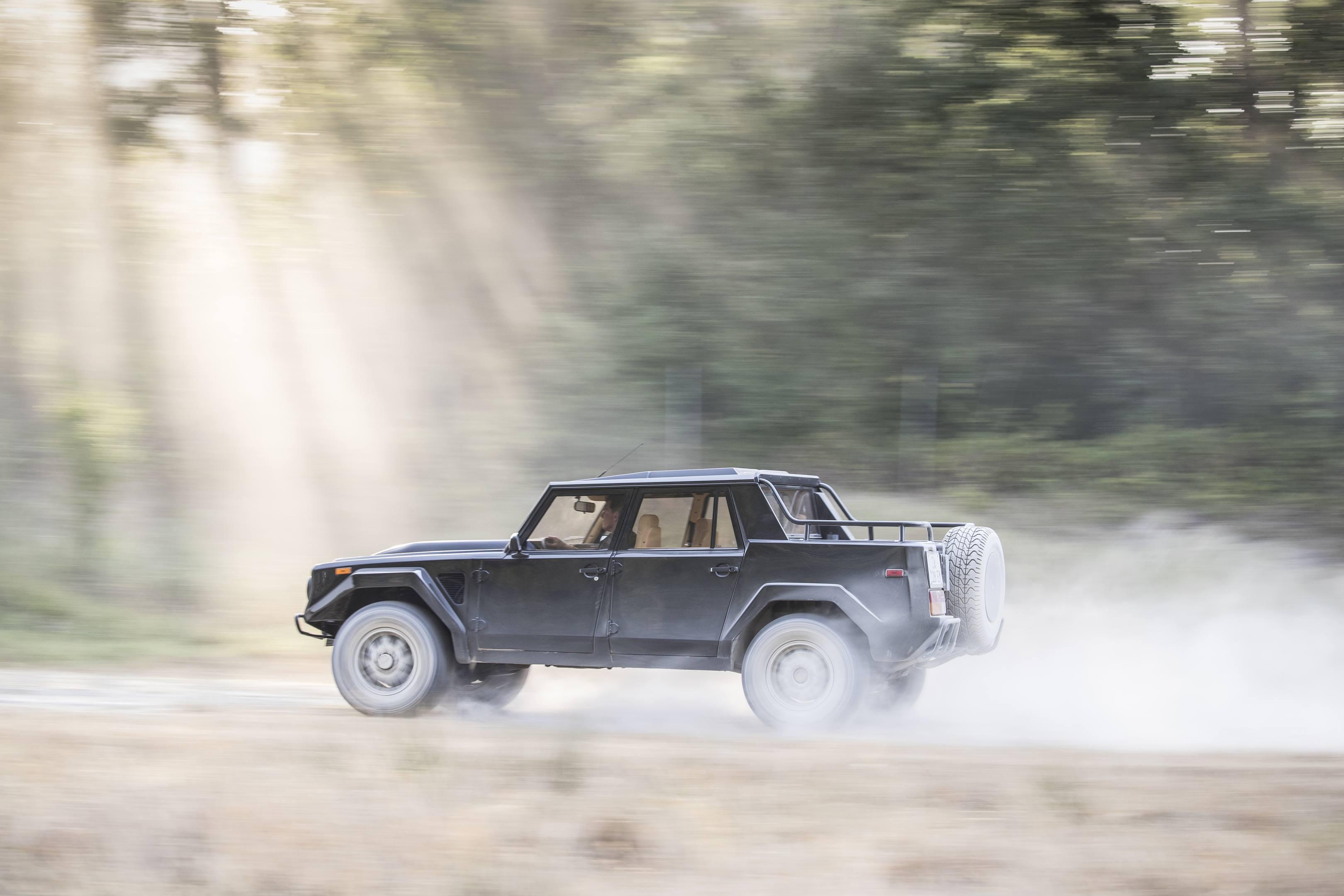 Lamborghini LM002 off roading