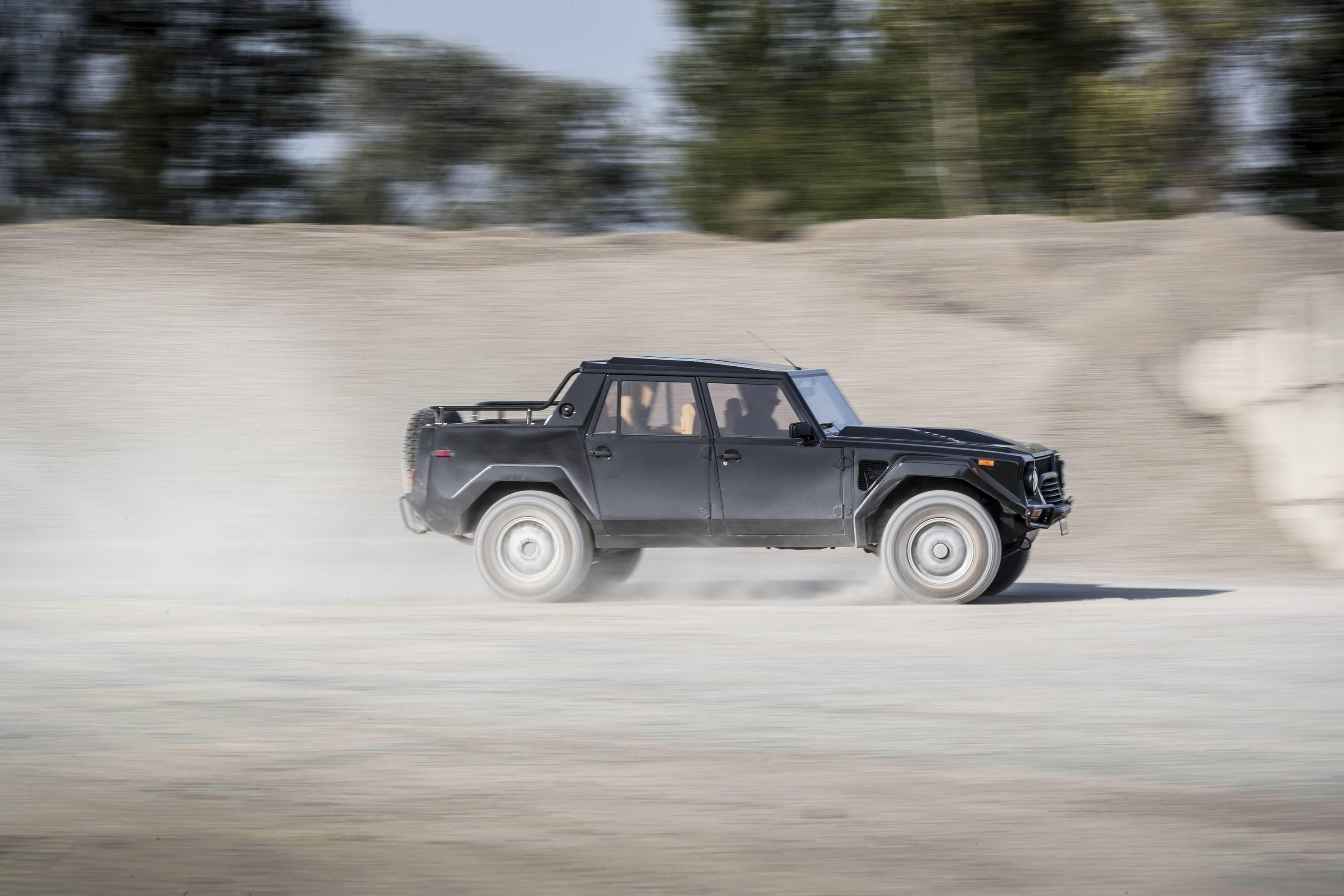 Lamborghini LM002 driving off road