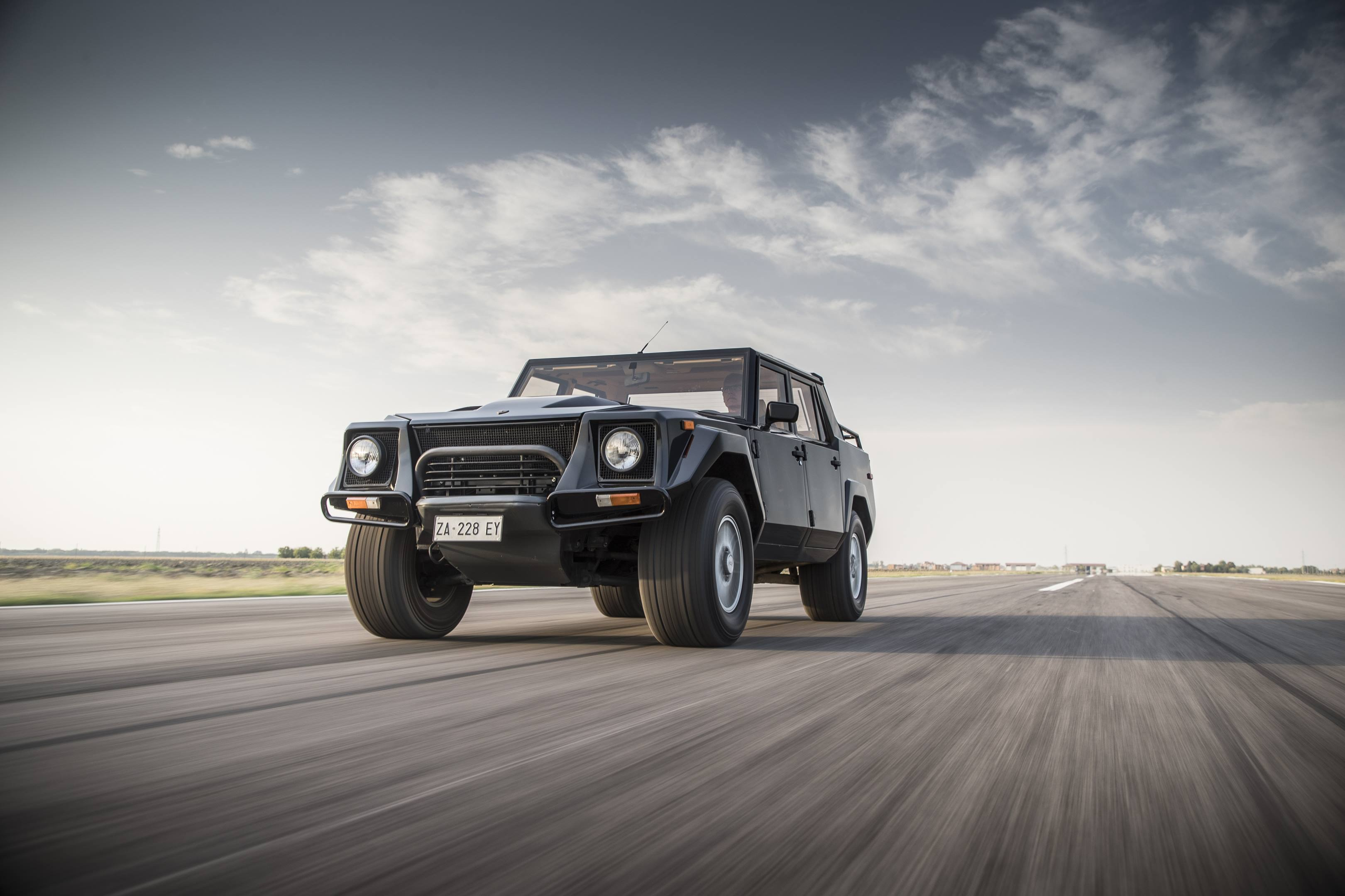 Lamborghini LM002 front