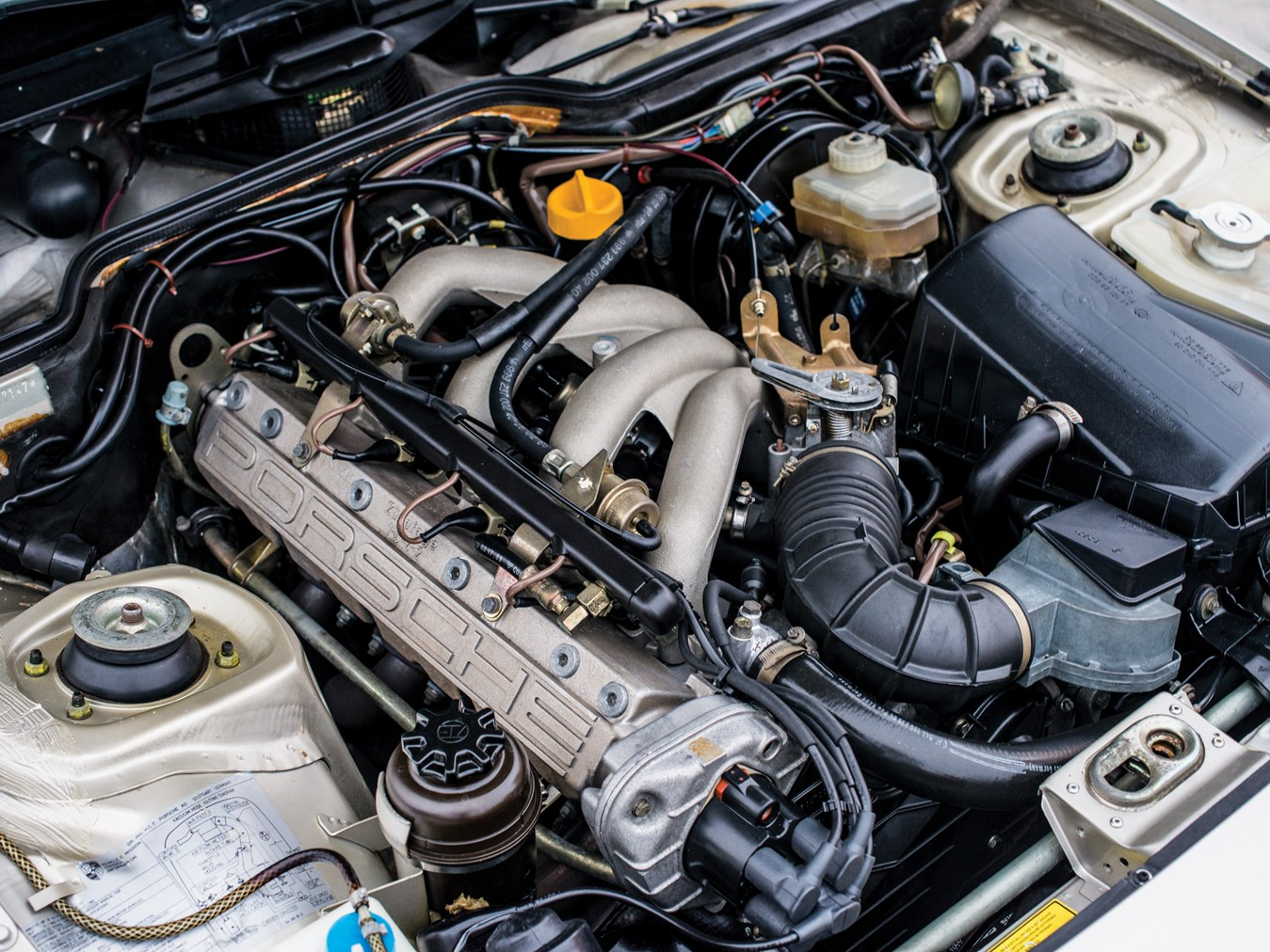 1987 Porsche 924 S engine