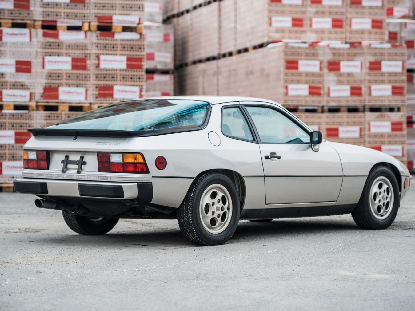 1987 Porsche 924 S rear 3/4