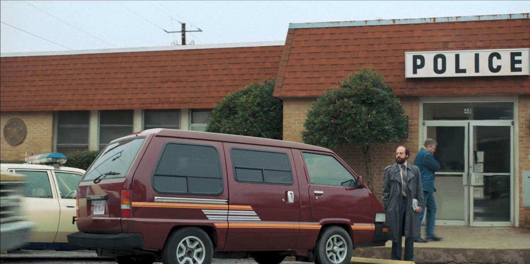 1986 Toyota Van in stranger things
