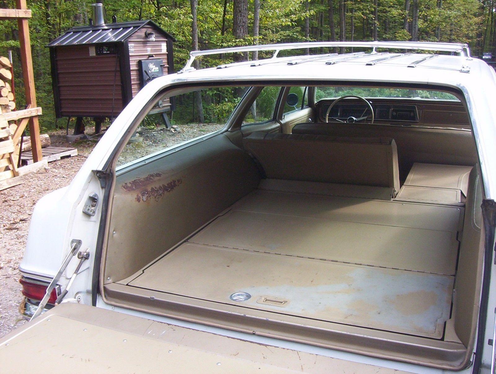 1966-Chevrolet-Impala-Wagon-396-cargo-area