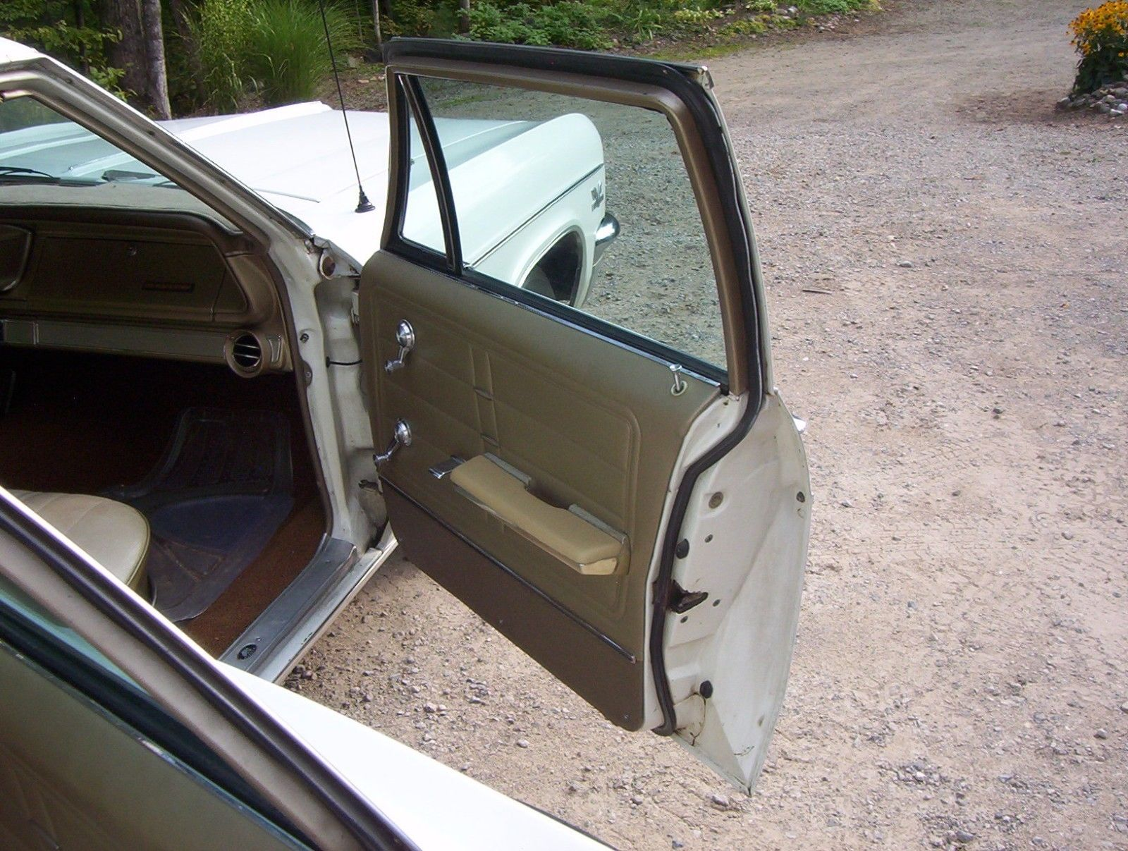 1966-Chevrolet-Impala-Wagon-396-doors-open