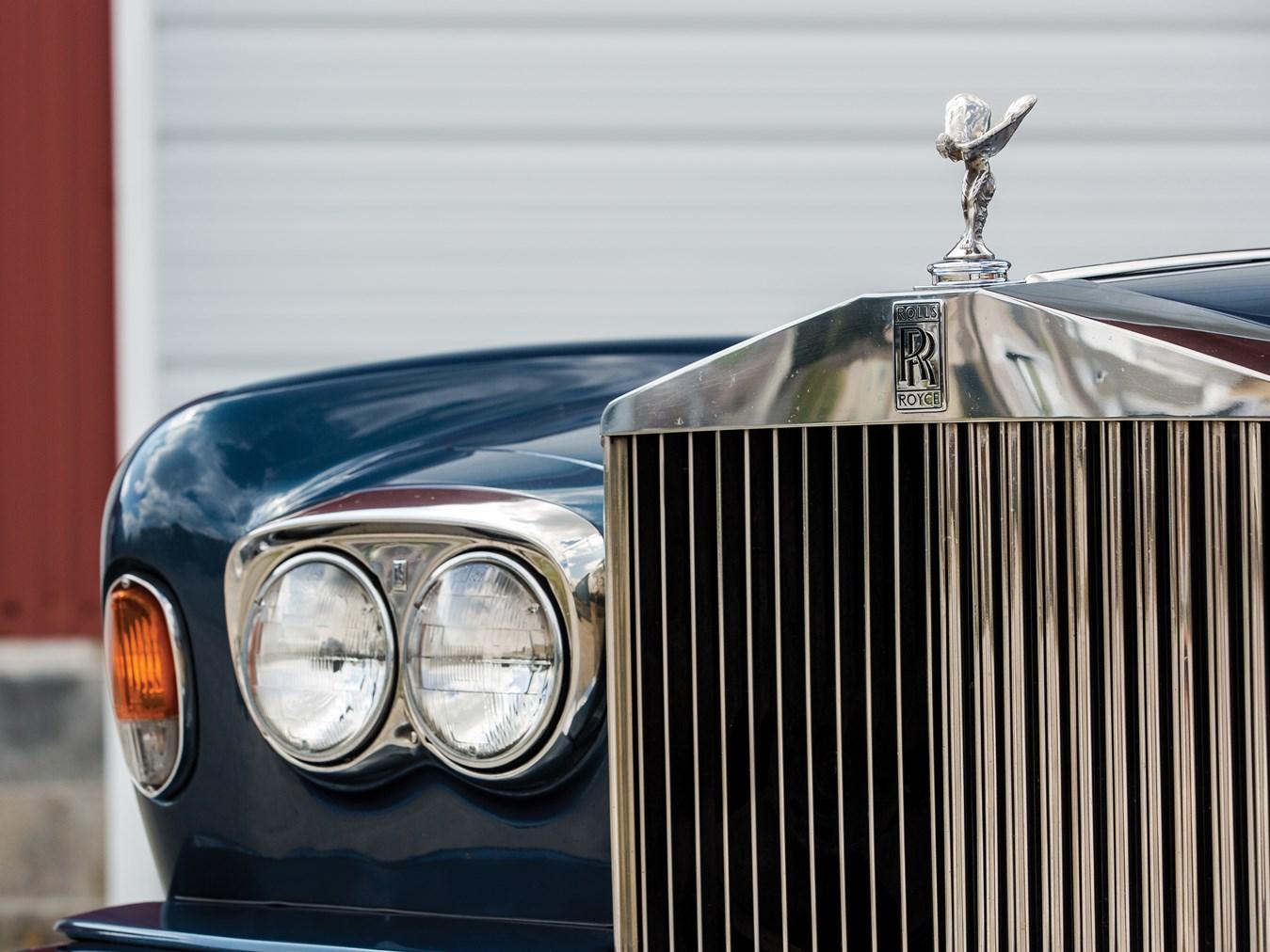 1985 Rolls-Royce Corniche Drophead Coupe grille detail