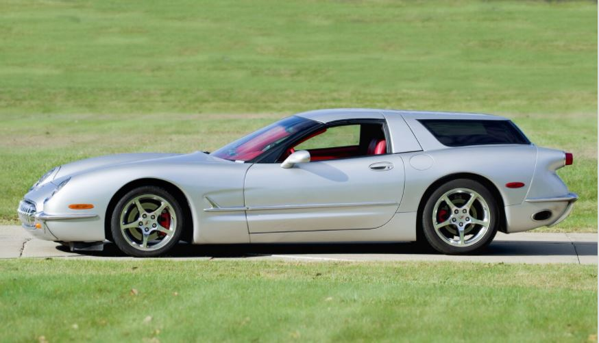 In a profile, it's obvious that the swoopy flanks of the C5 Corvette have been retained. The door is the original C5 piece, and the wagon back is chopped to match the C5 roofline.