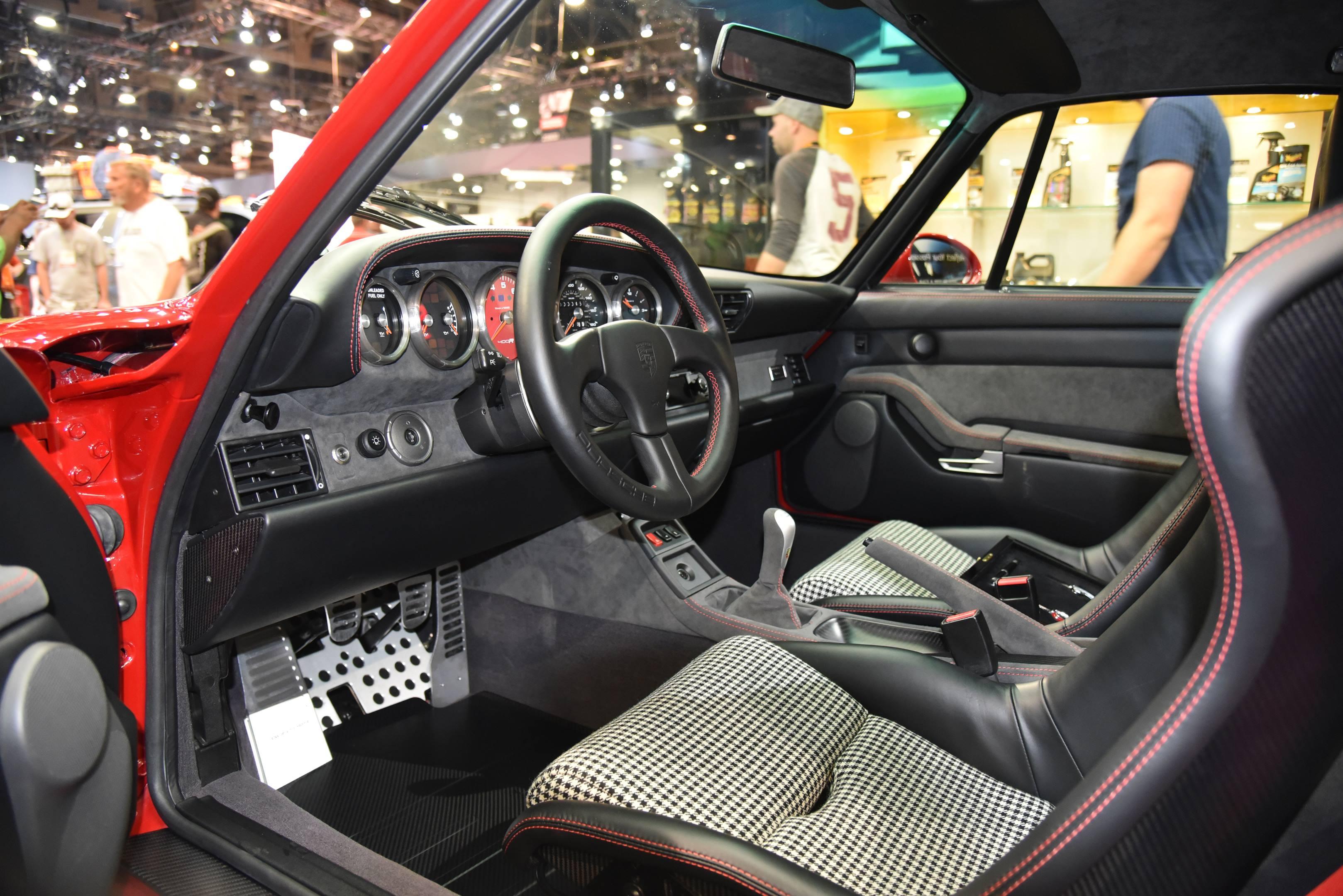 Gunther Werks 400R interior wide
