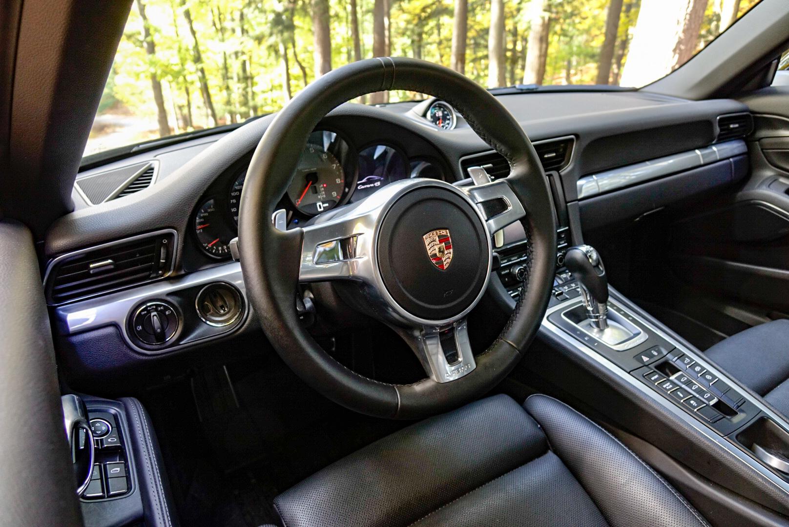 2013 Porsche 911 Carrera 4S interior