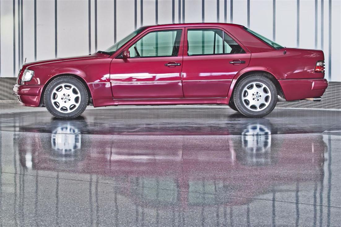 Mercedes 500E profile