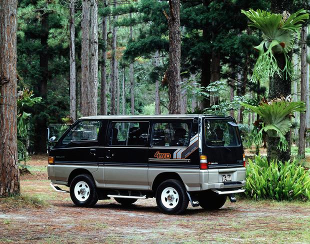 1986 Mitsubishi Delica Star Wagon 4WD rear three quarter