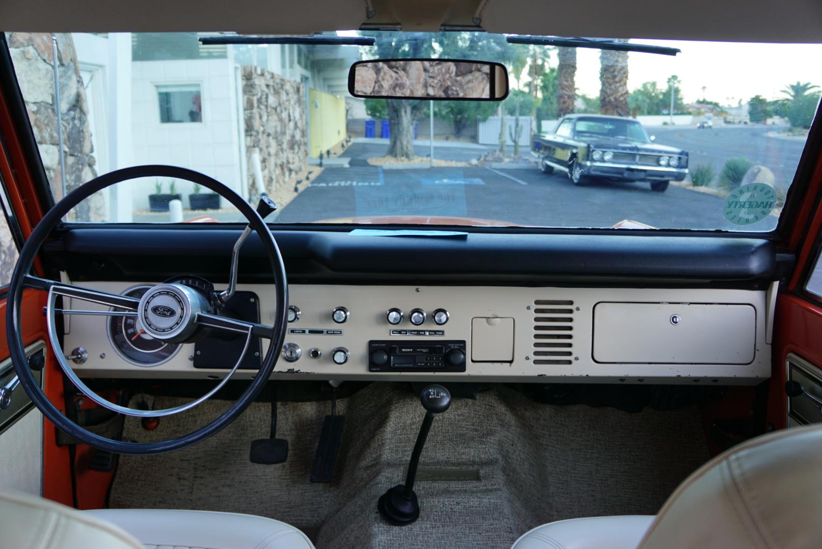 1974 Ford Bronco interior dash