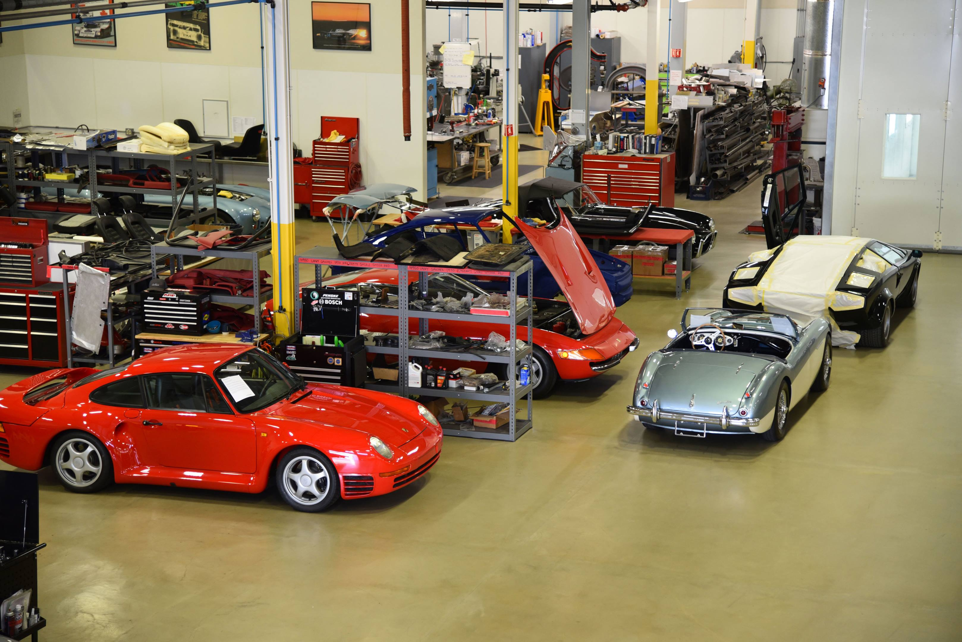 Canepa garage with Porsche 959