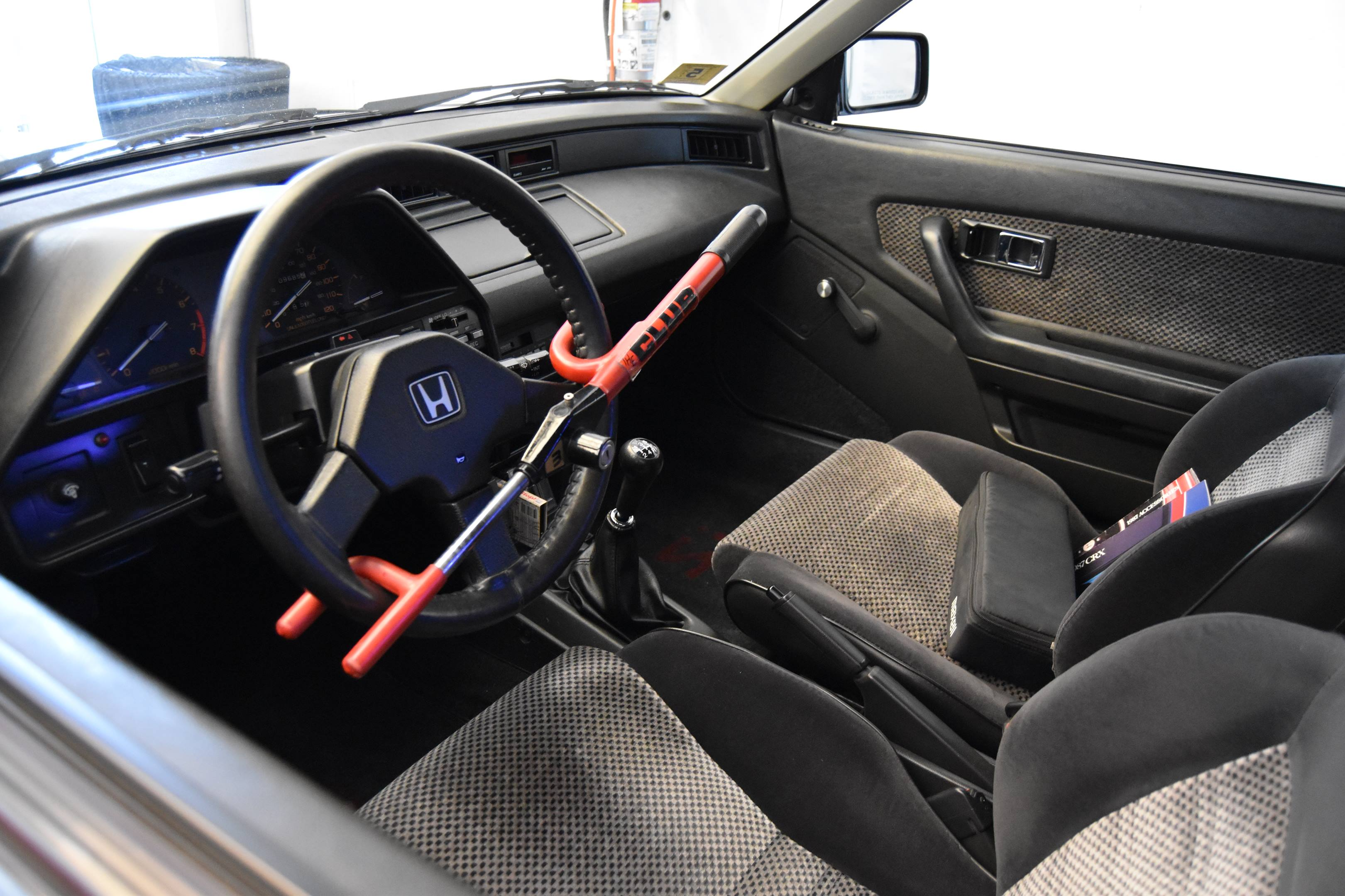 1987 Honda Civic CRX Si interior