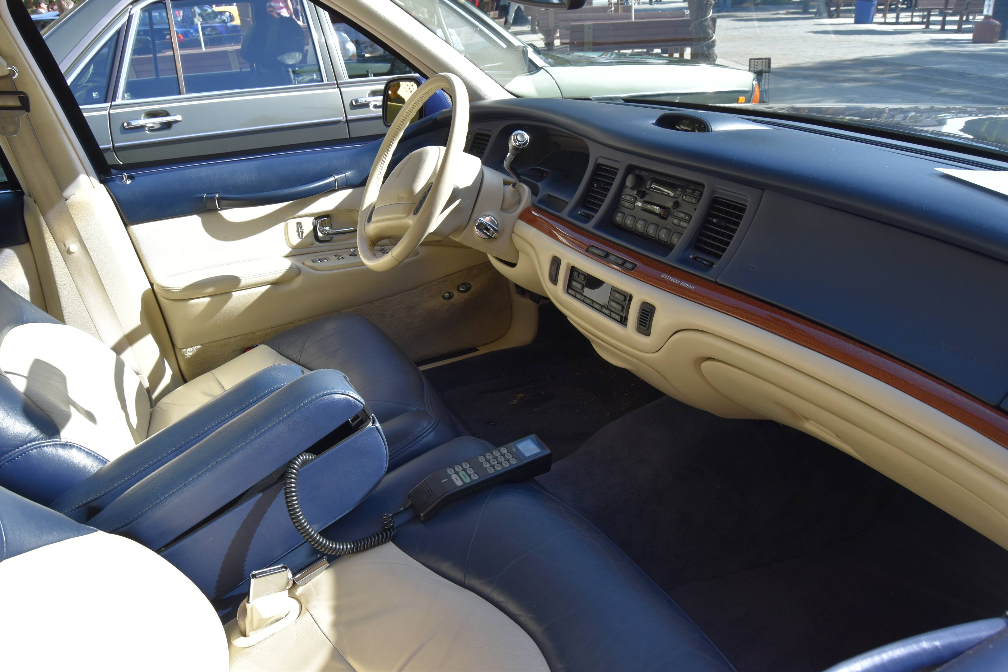 1995 Lincoln Town Car Signature Spinnaker Edition interior