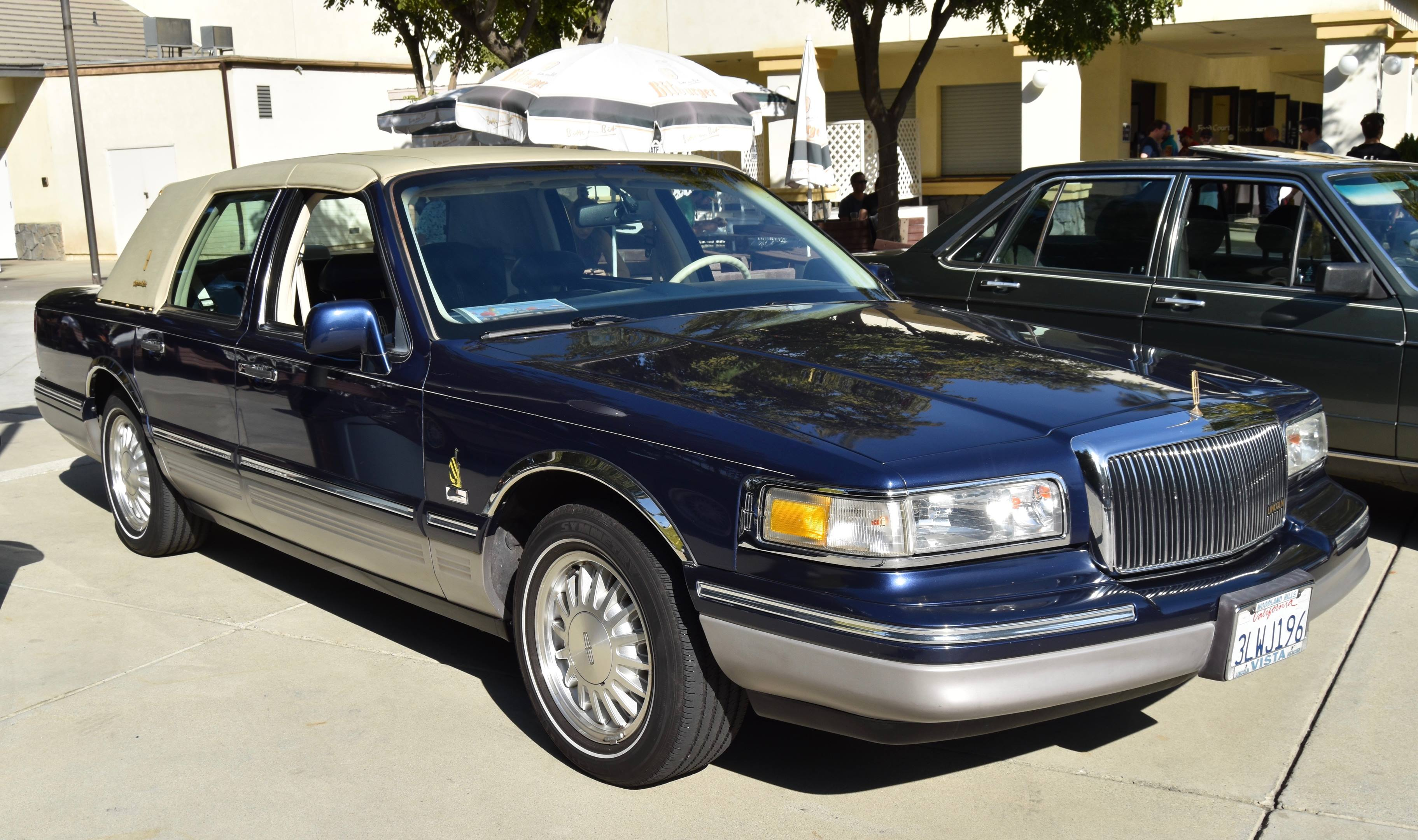 1995 Lincoln Town Car Signature Spinnaker Edition