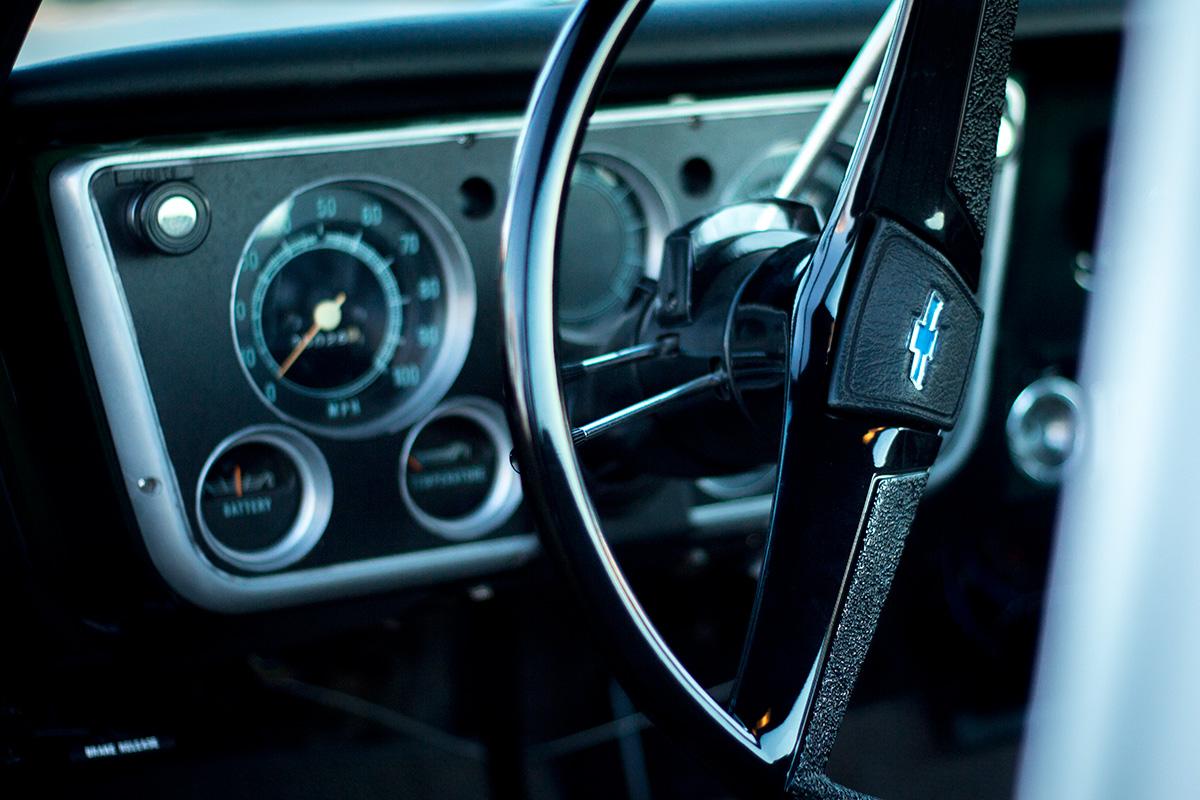 1972 Chevrolet C10 steering wheel and gauge cluster