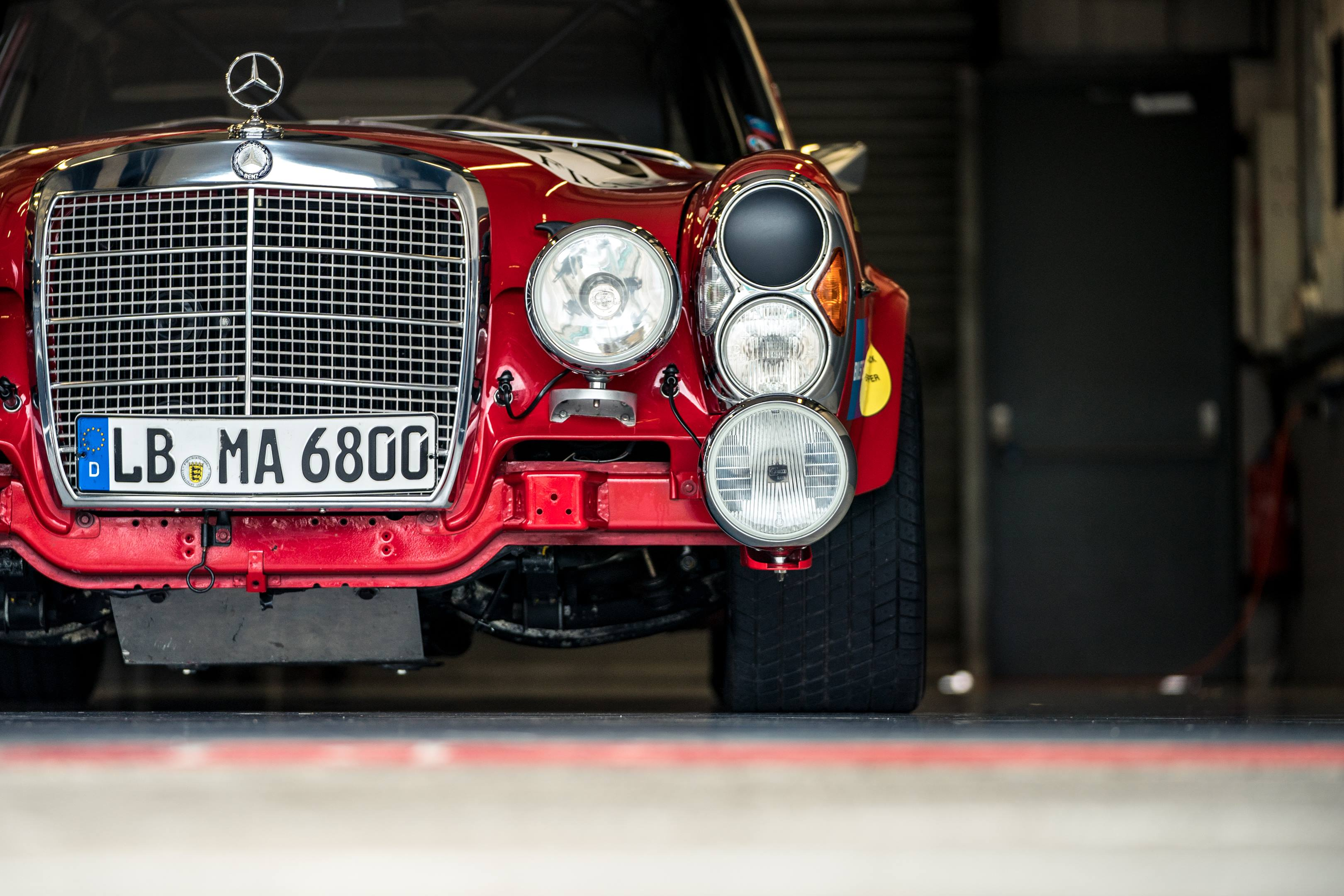 mercedes benz amg 300SEL 6.3 red pig pit garage