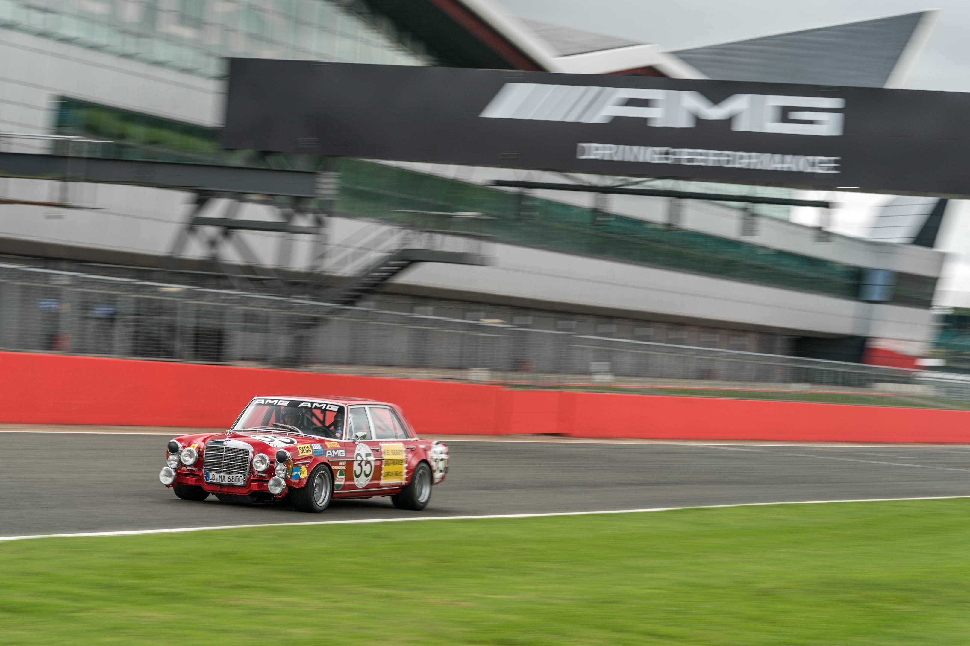 mercedes benz amg 300SEL 6.3 silverstone track