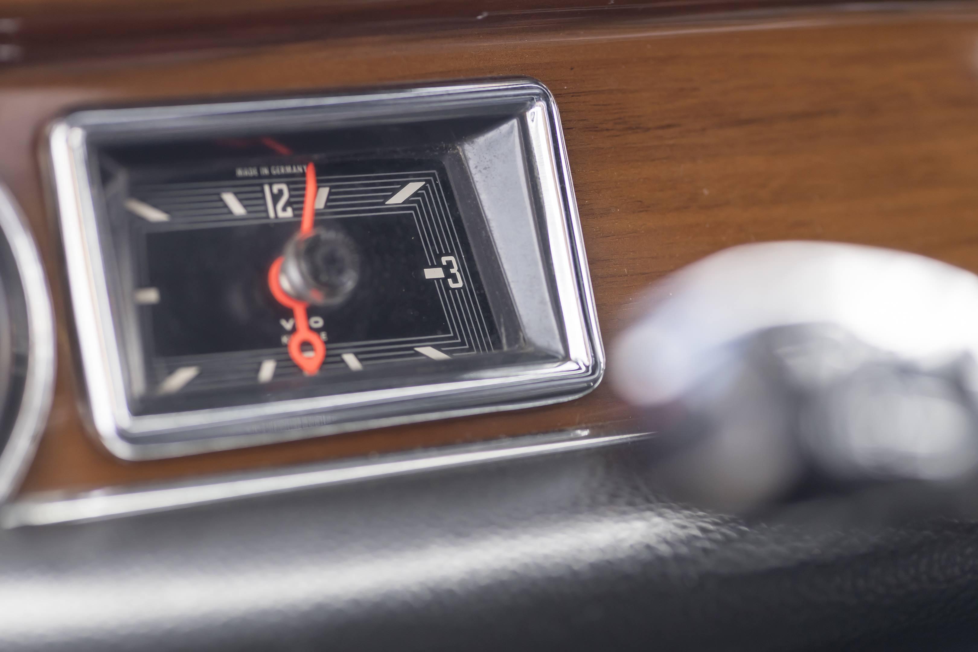 mercedes benz amg 300SEL 6.3 rectangular clock