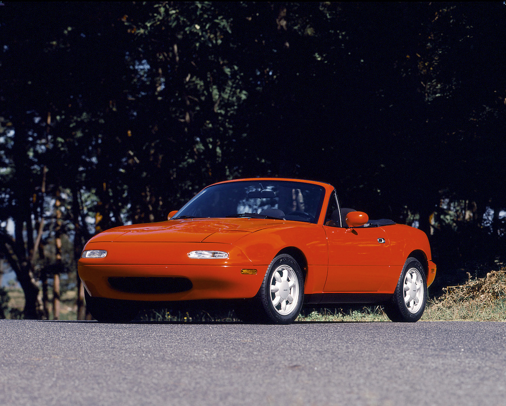 1990 mazda mx5 miata red front 3/4