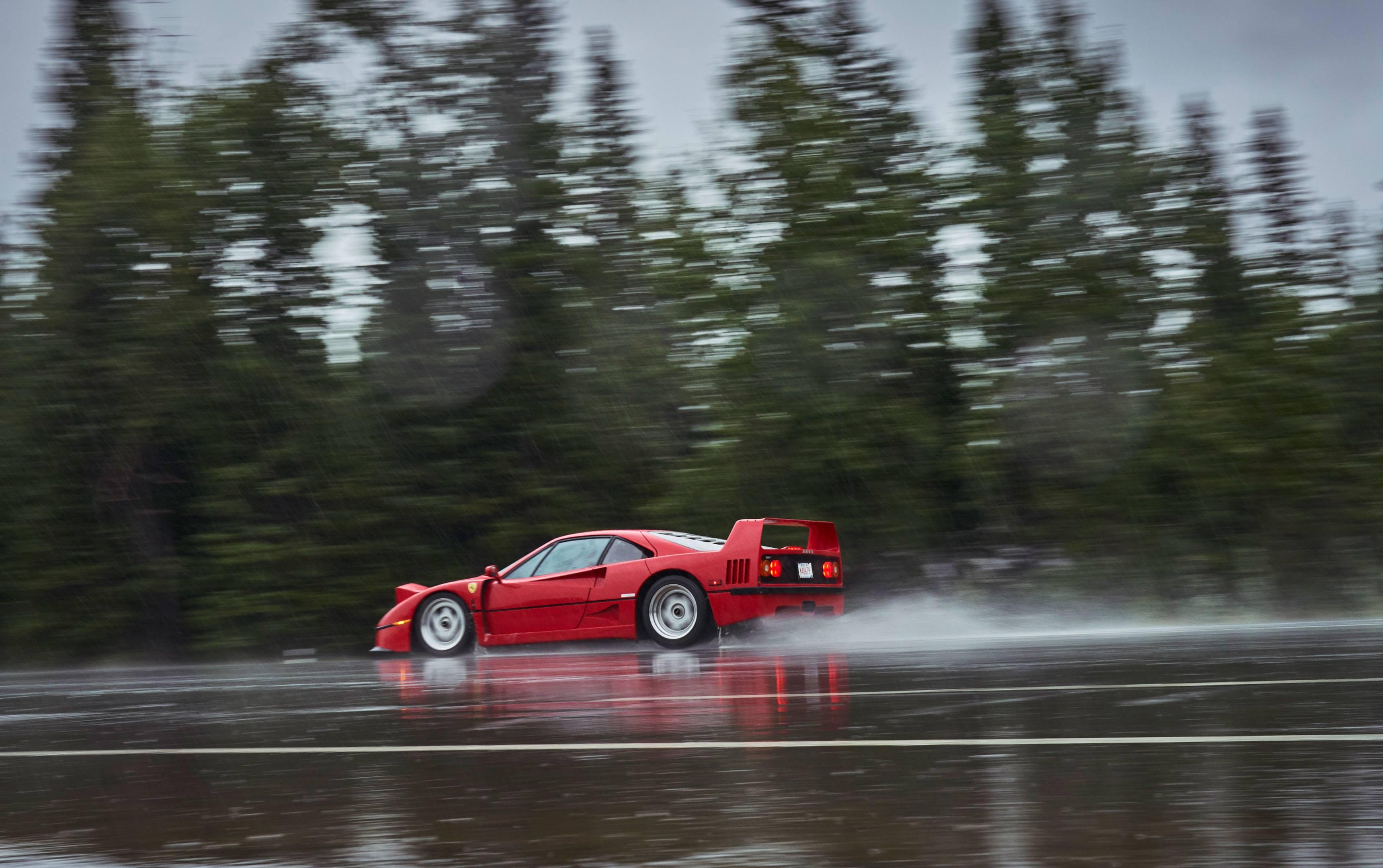 Ferrari F40 driving in the rain