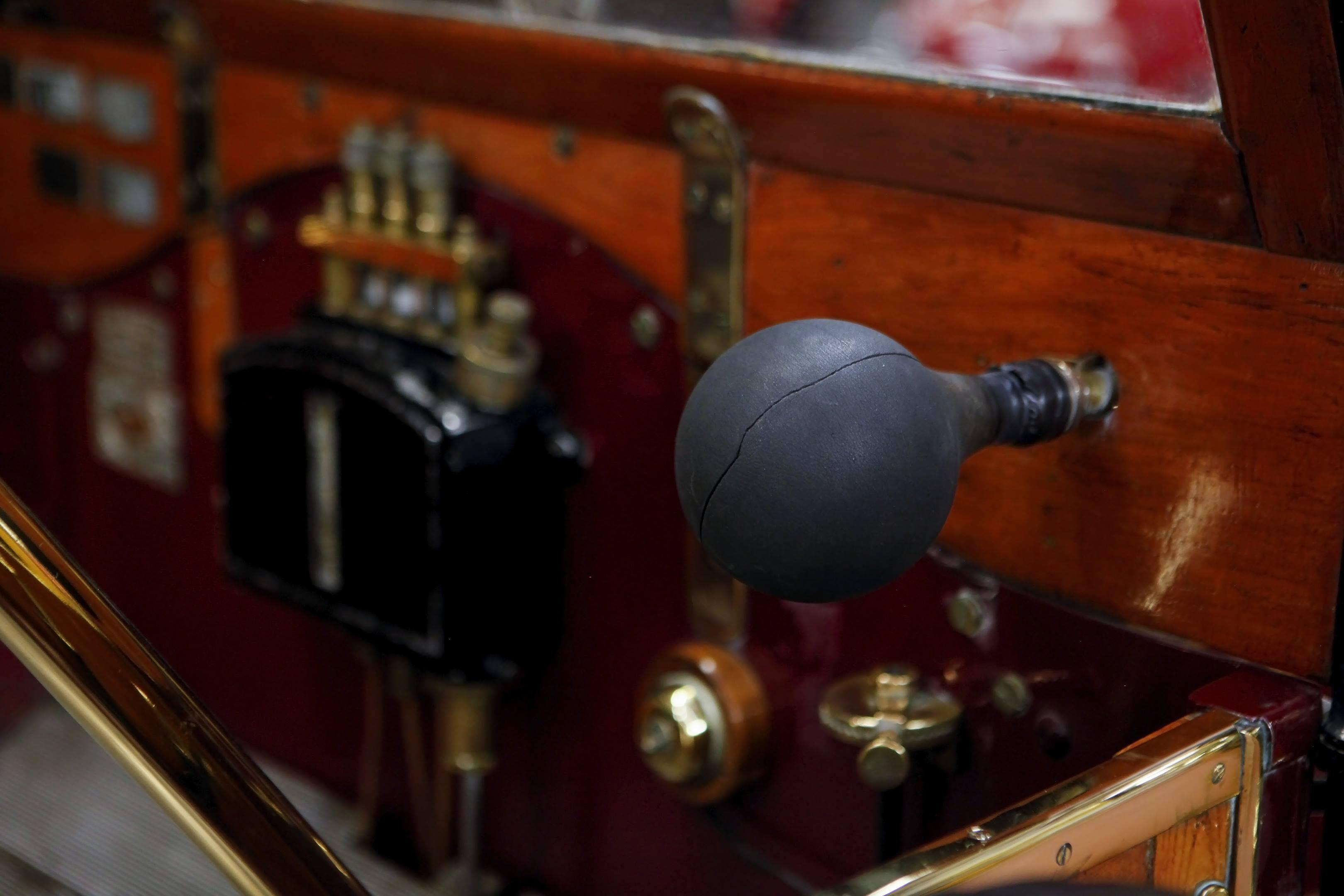vintage horn haynes museum