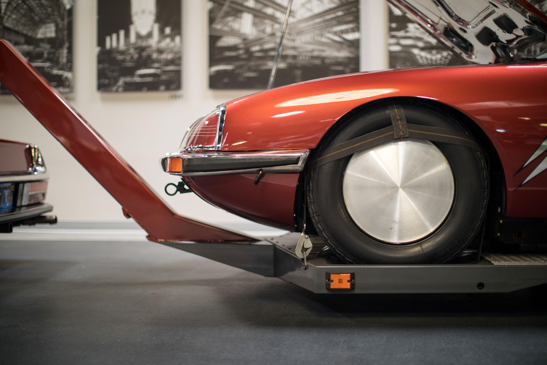 Citroën SM front wheel detail