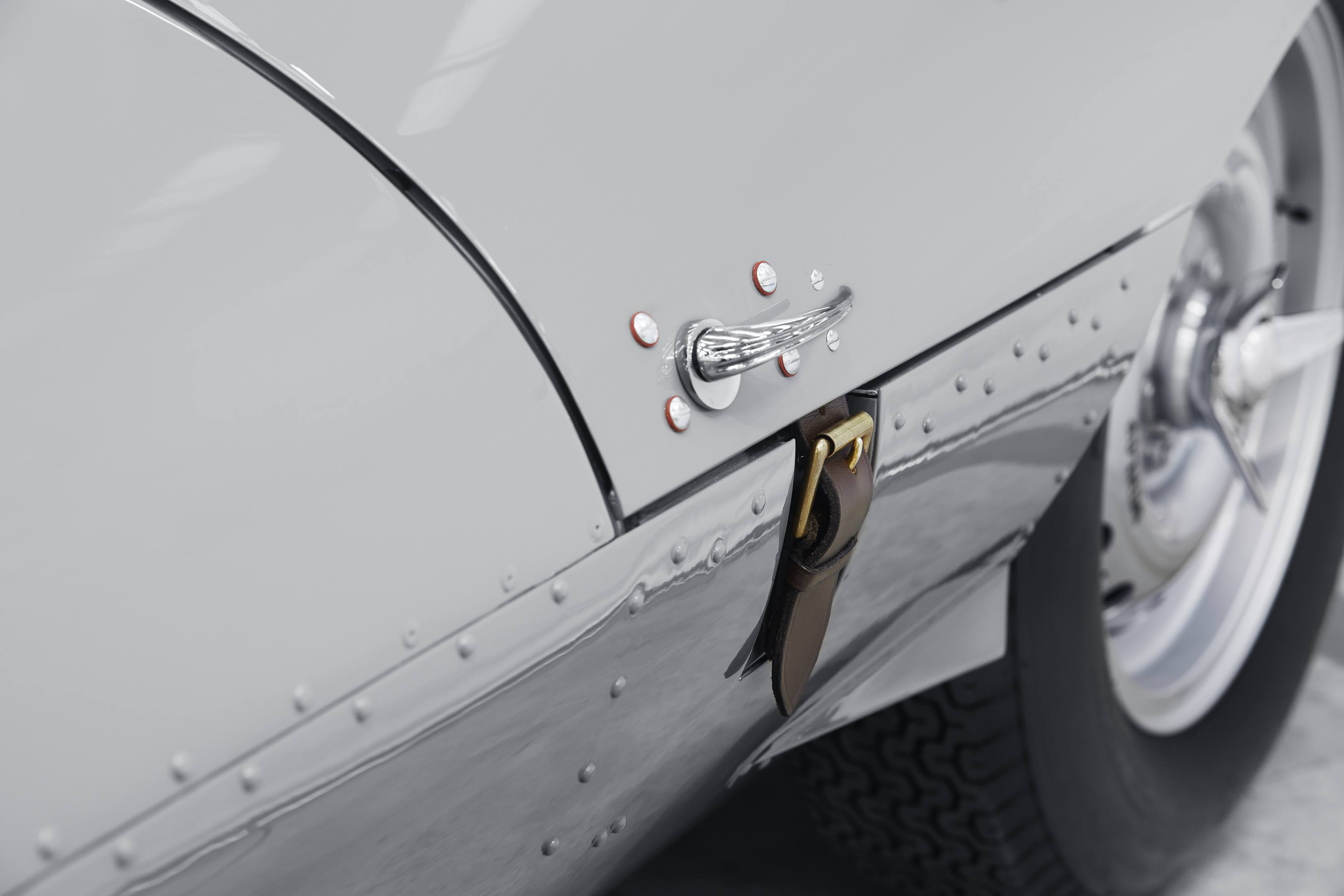 D-Type hood strap