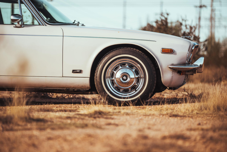 1974 Jaguar XJ6 front profile detail