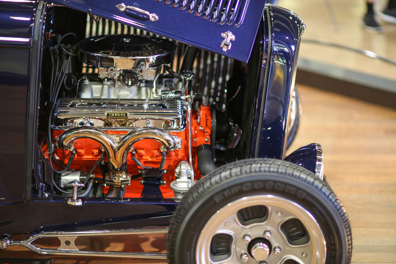 365-hp 327-cu-in V-8 in The Stinger '32 Ford