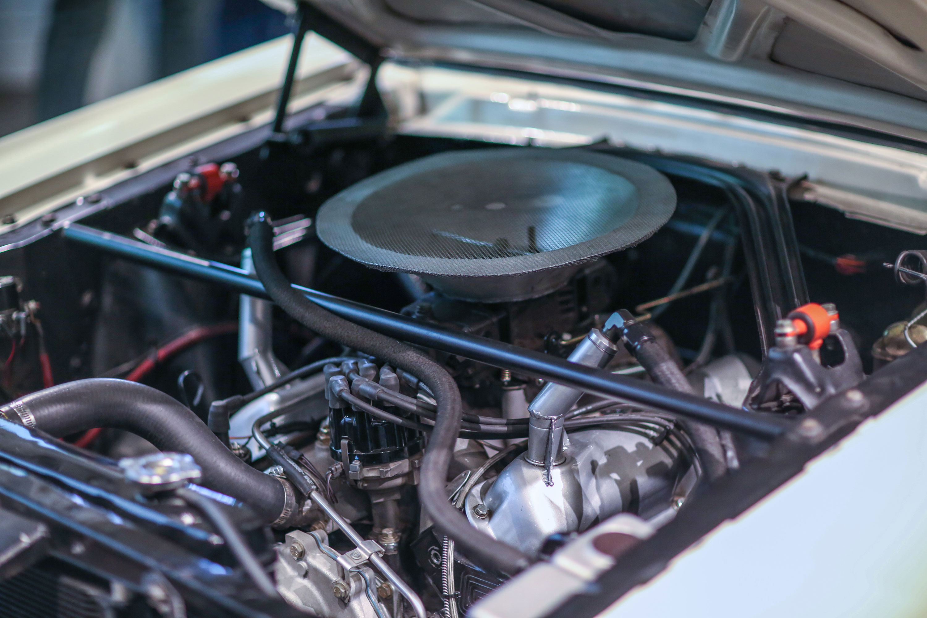 Buyers can opt to have the 289 cu-in V-8s rebuilt to factory spec or select a number of stroked Ford small-blocks from Carroll Shelby Engine Company that can bring the power up to a very respectable level. The 98i car we drove had a 440-hp small-block with aluminum heads, roller cam, and a single Holley four-barrel carb.