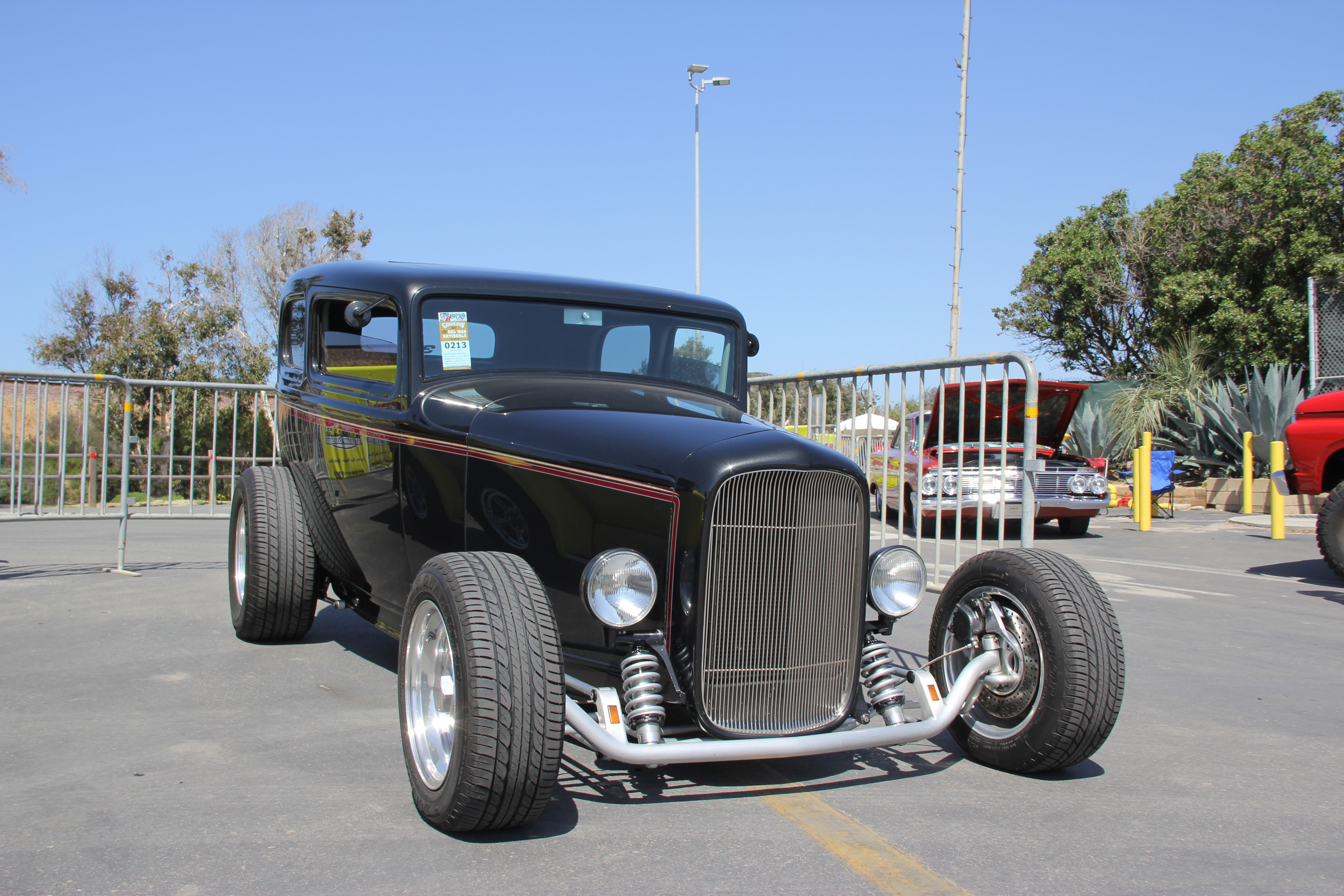 '32 Ford Deuce coupe low front 3/4